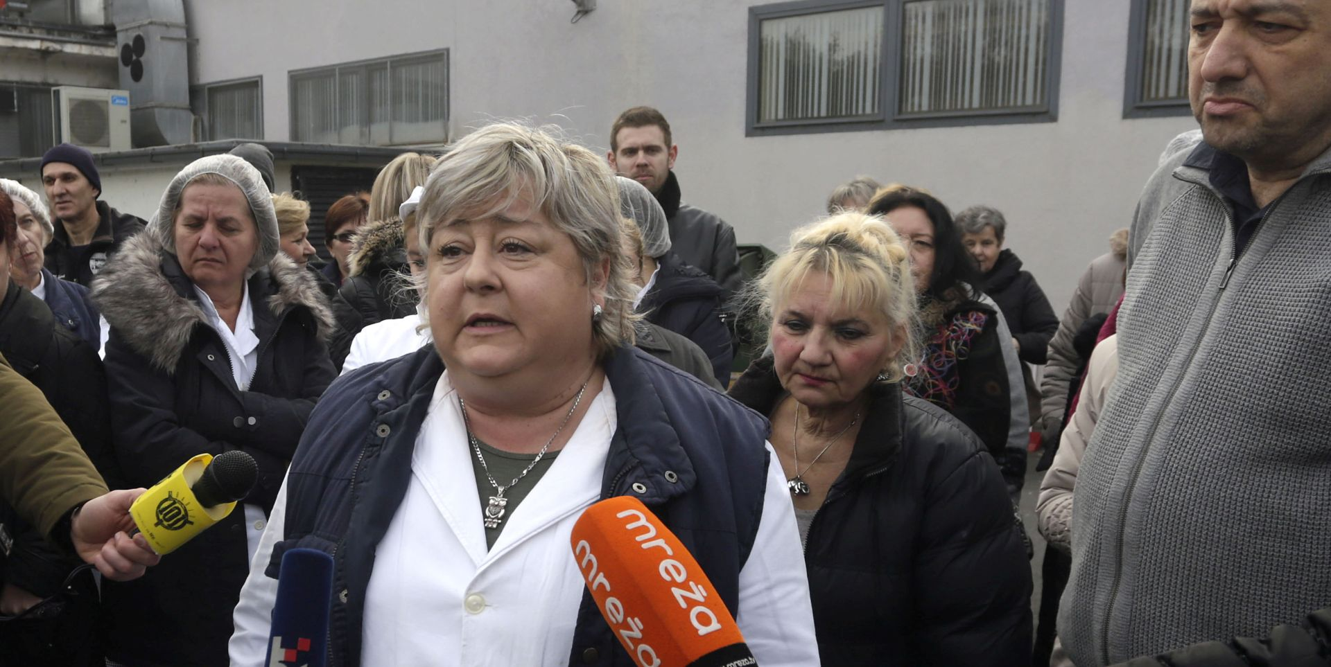 """Prosvjed radnika SC-a ispred menze """"Cvjetnog naselja"""""""