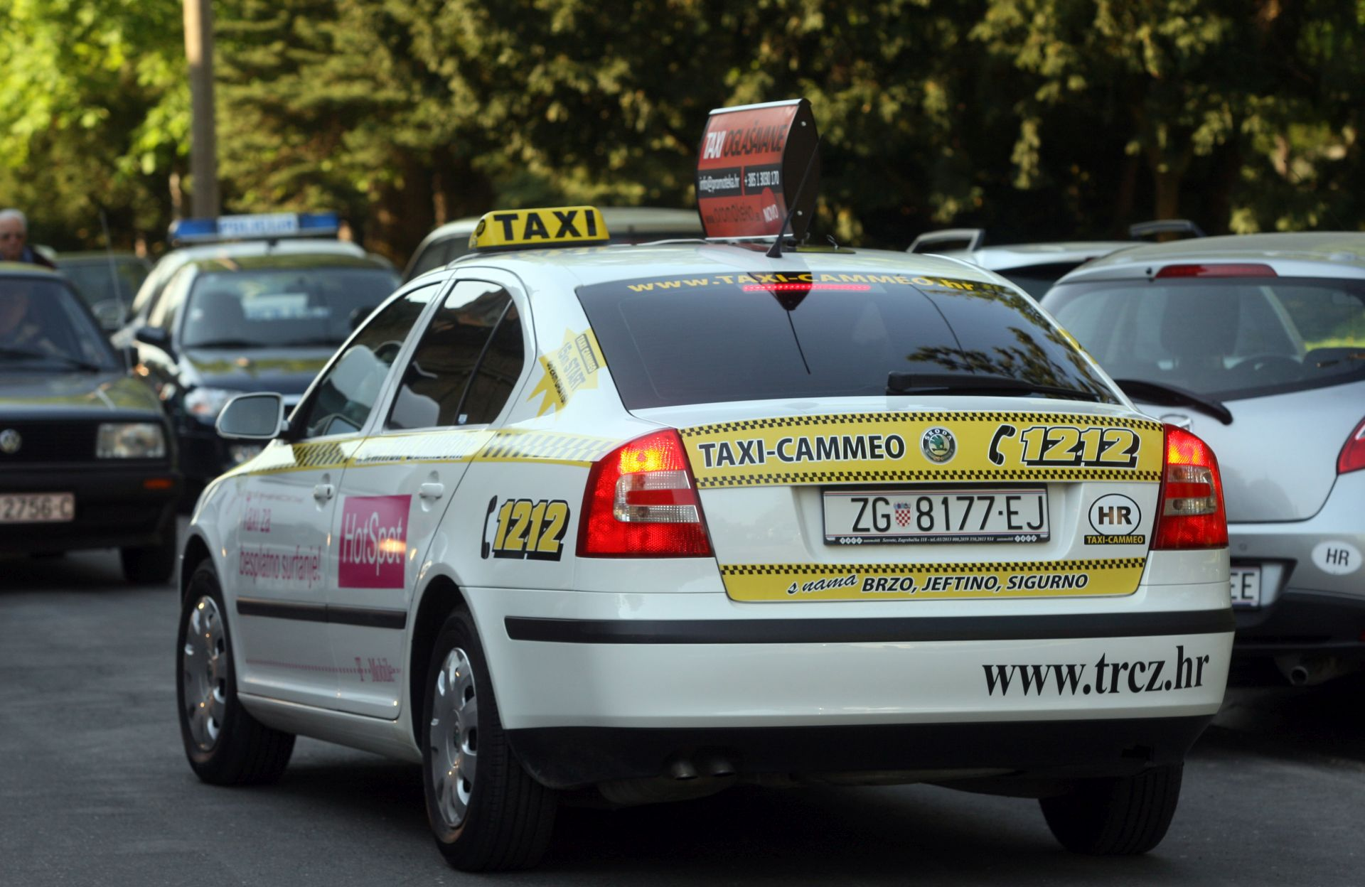 "BLOKADA U SPLITU: Pedesetak splitskih taksista blokirali izlaz s parkinga vozilima ""Cammea"""