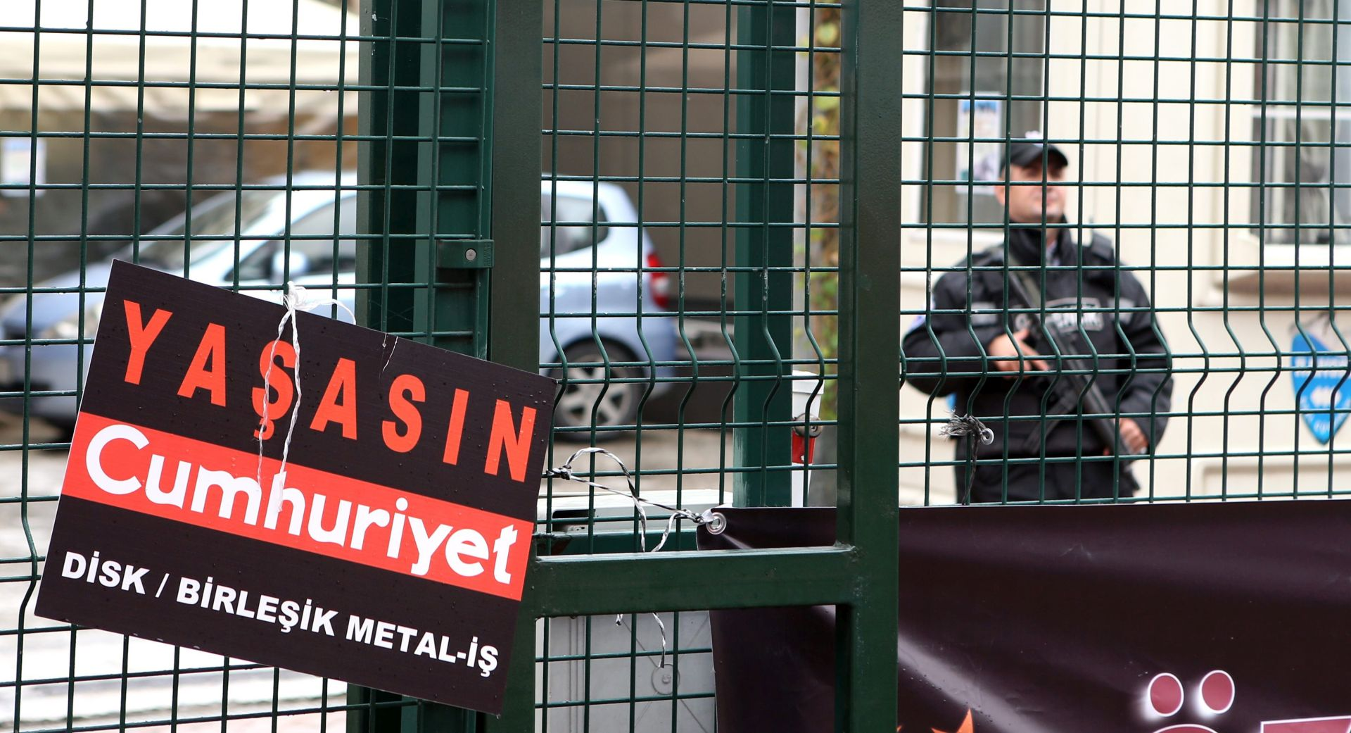 Turska uhitila direktora oporbenog dnevnika Cumhuriyet