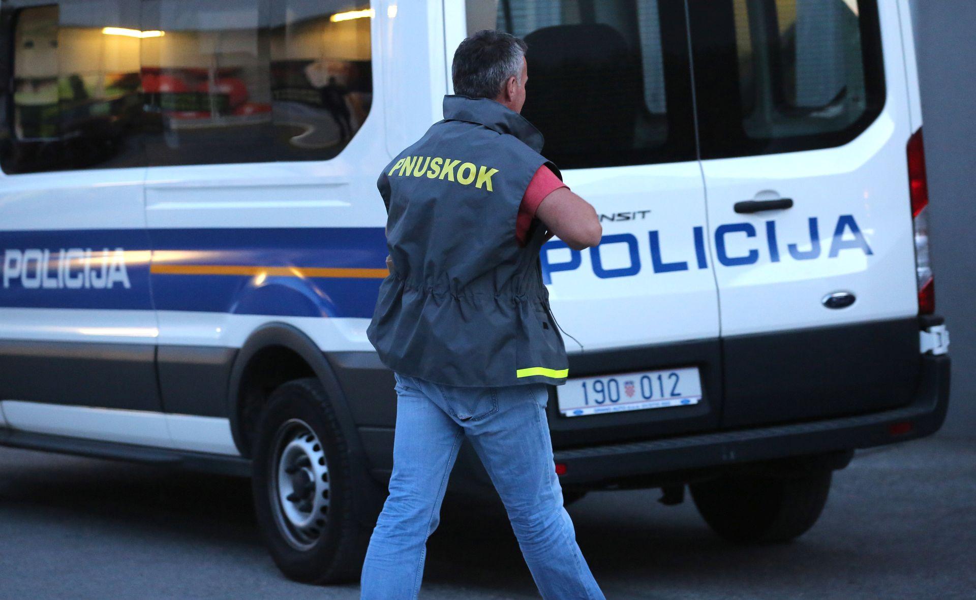 Policija i Uskok razbili lanac krijučarenja migrantima