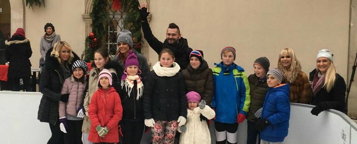 Djeca iz SOS Dječjeg sela uživala u zimskim radostima na ledu u Klovićevim dvorima