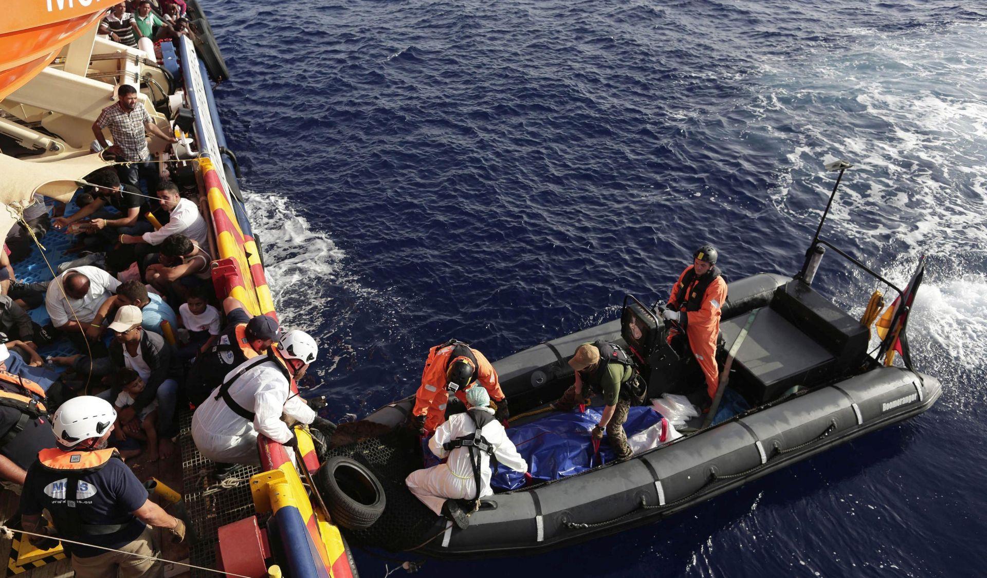 U nedjelju u Sredozemnom moru šest poginulih i 1164 spašenih migranata