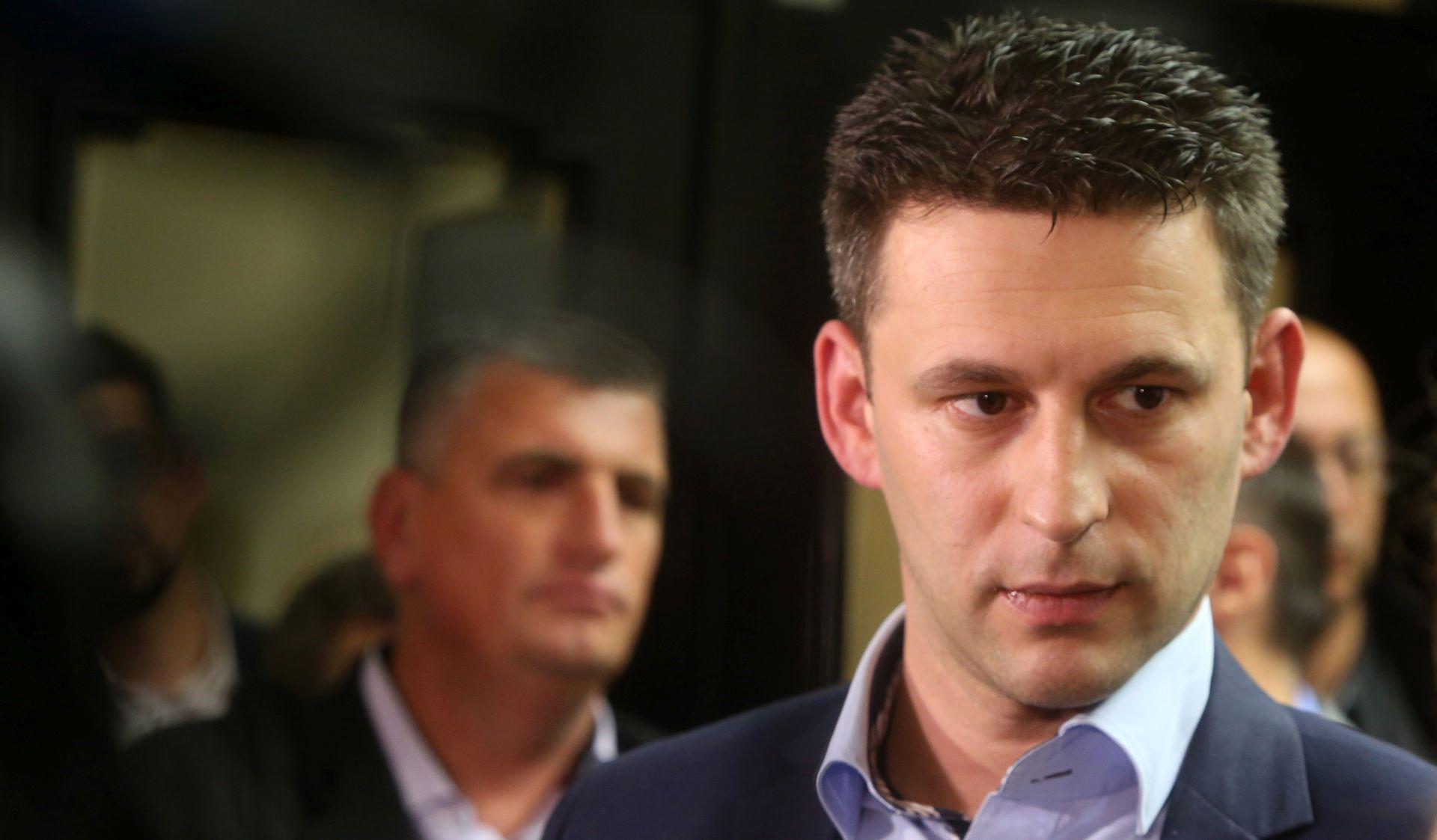 PETROV UZVRATIO 'Baš mi je drago da ispadam maneken za neke popuste koji imaju svi građani Hrvatske'