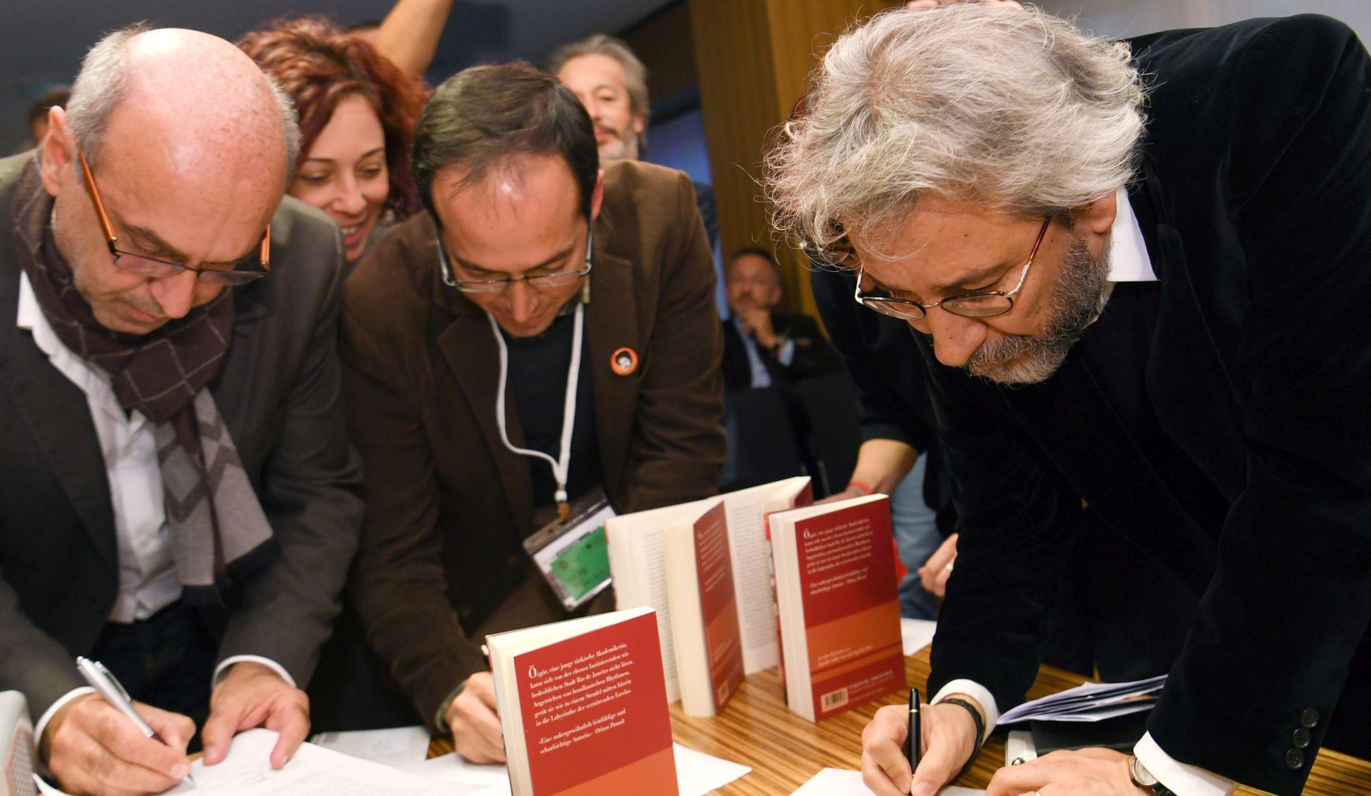 Sud oslobodio književnicu Asli Erdogan