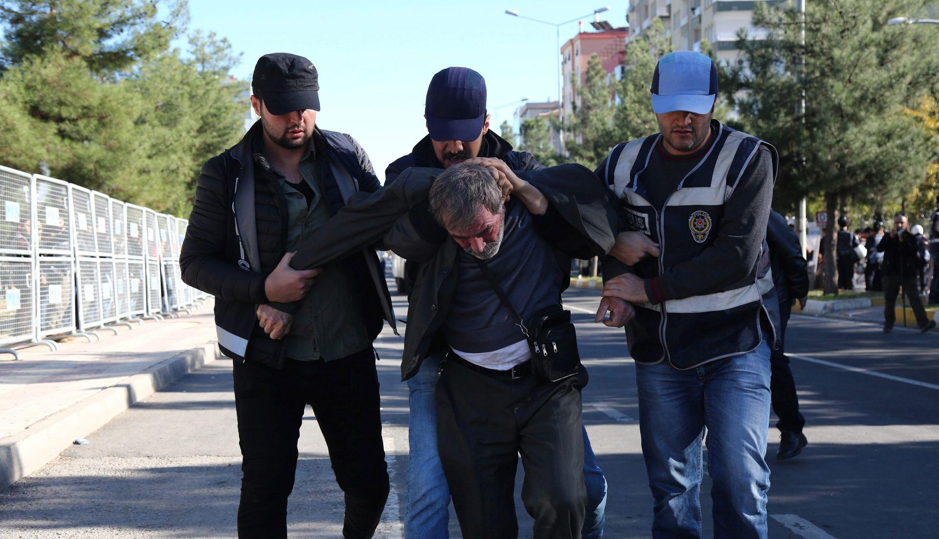 Turska prošlog tjedna uhitila 1682 ljudi pod optužbom za terorizam