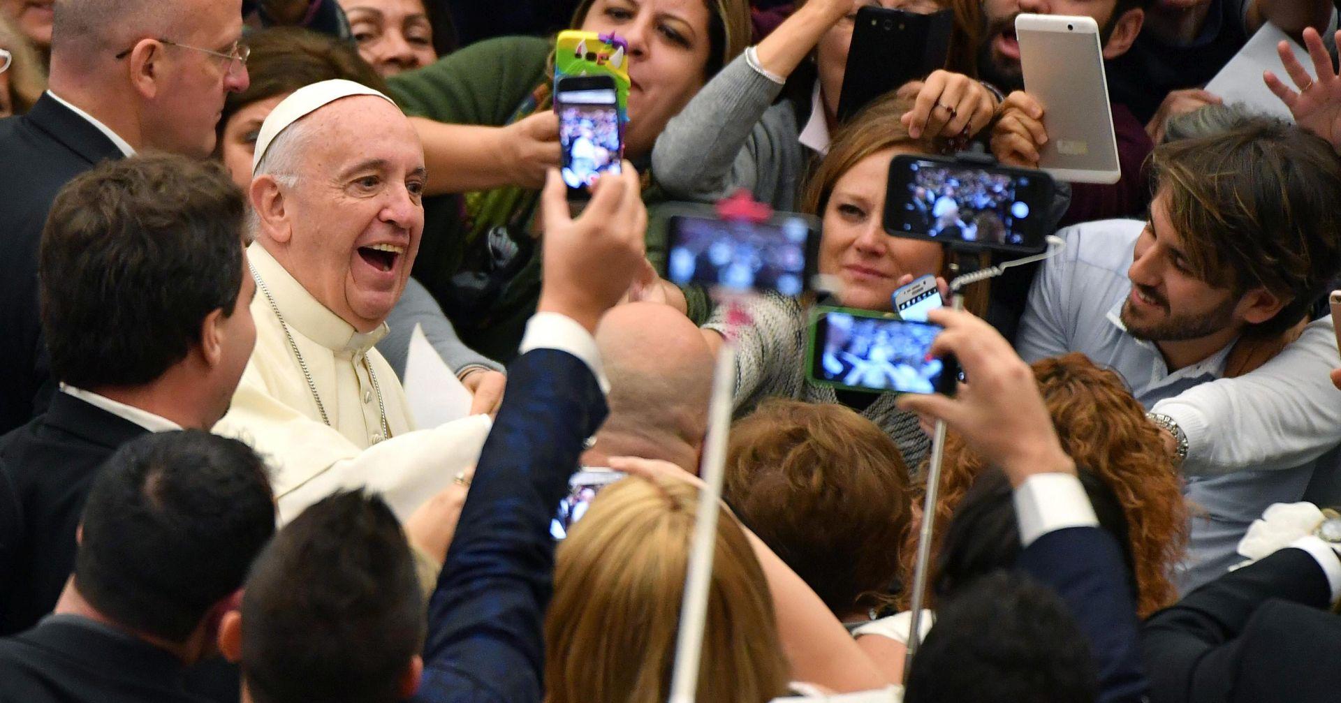 Papa Franjo će za rođendan dobiti – naočale iz Hrvatske