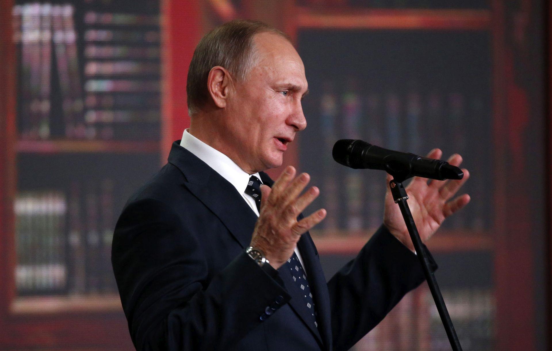 VIDEO: AMERIČKI MEDIJI: Putin je upleten u hakiranje demokrata na predsjedničkim izborima