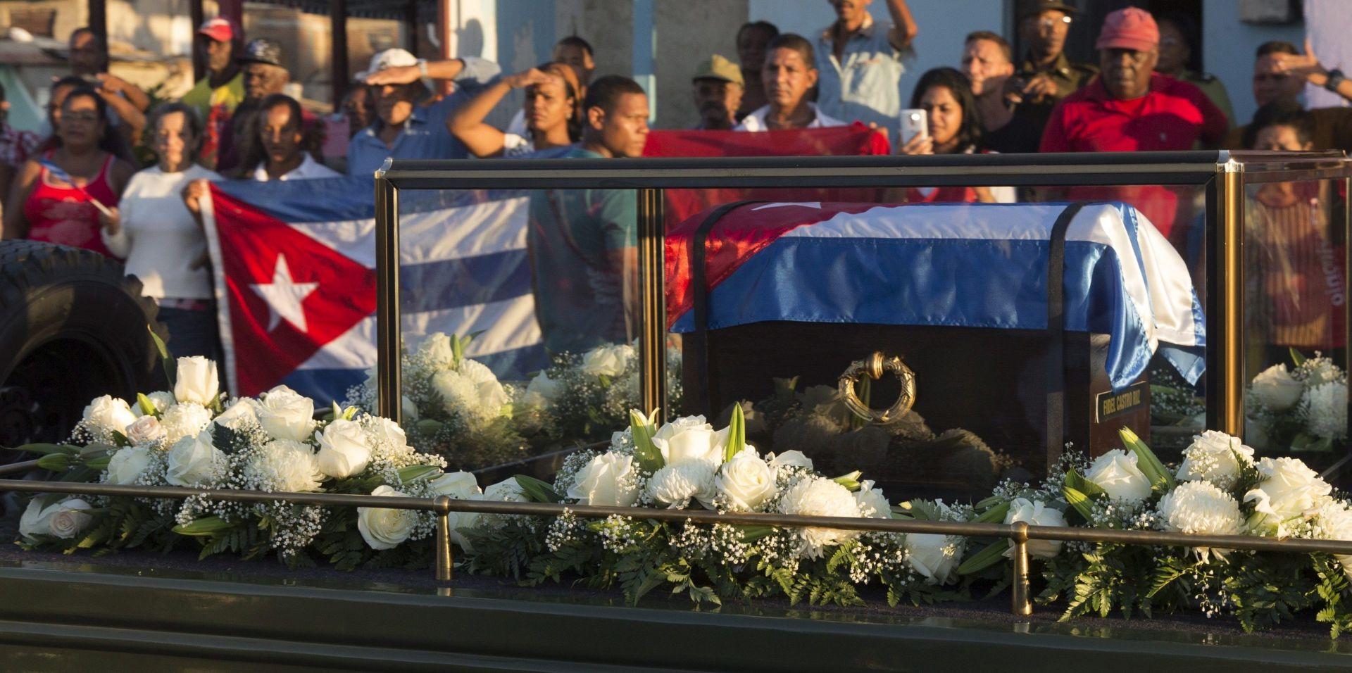 """Fidel Castro pokopan na privatnoj ceremoniji, HRW podsjeća na """"mračnu ostavštinu"""" komunističkog diktatora"""