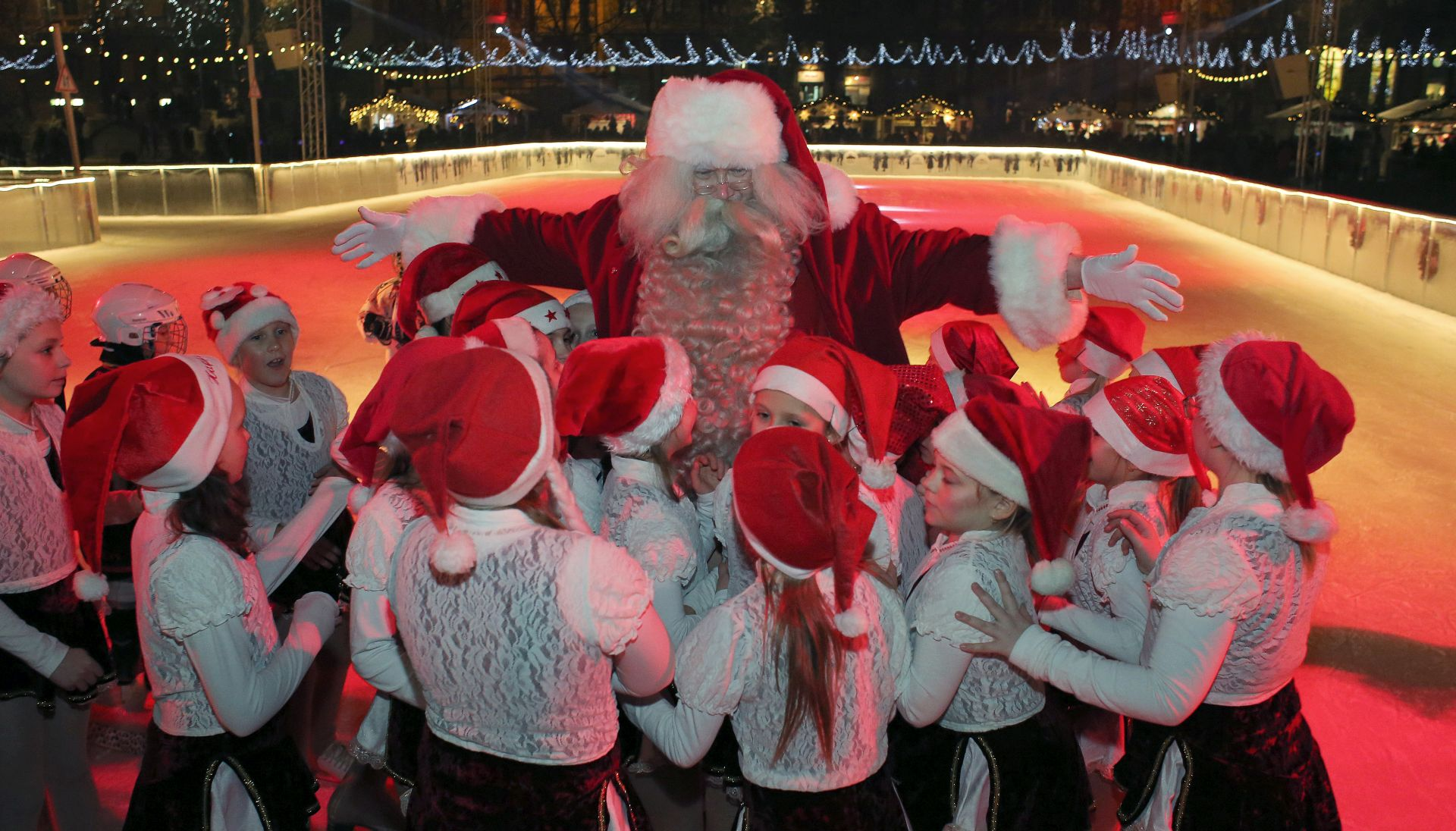 Advent u Zagrebu s Djedom Mrazom iz Laponije