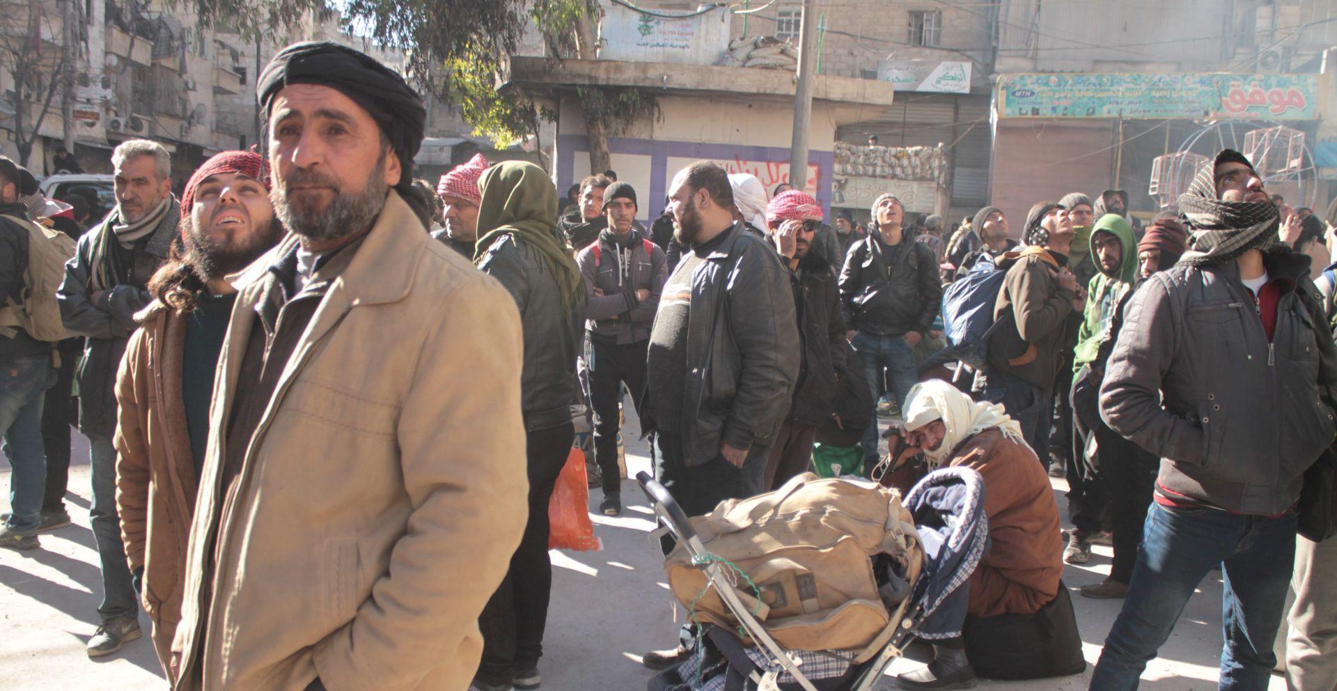 Tisuće osoba još čekaju evakuaciju iz Alepa