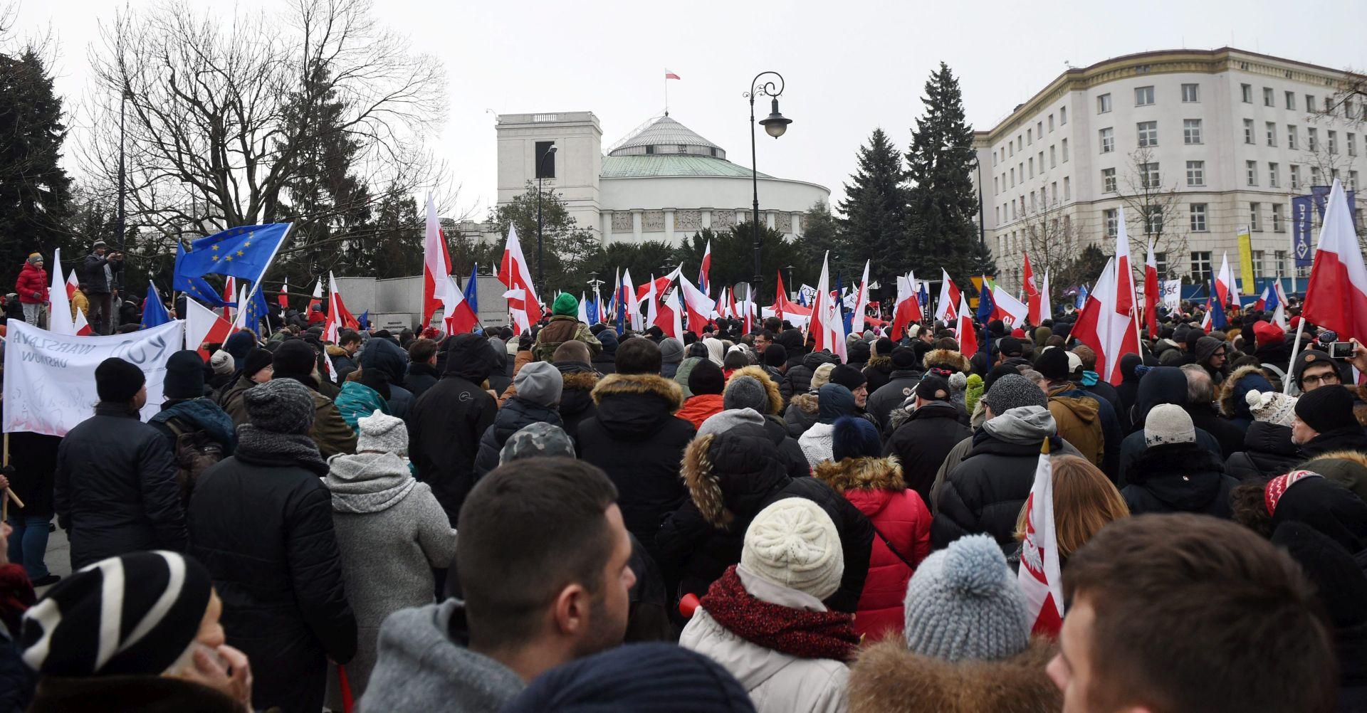Poljska odustala od ograničavanja pristupa medija parlamentu