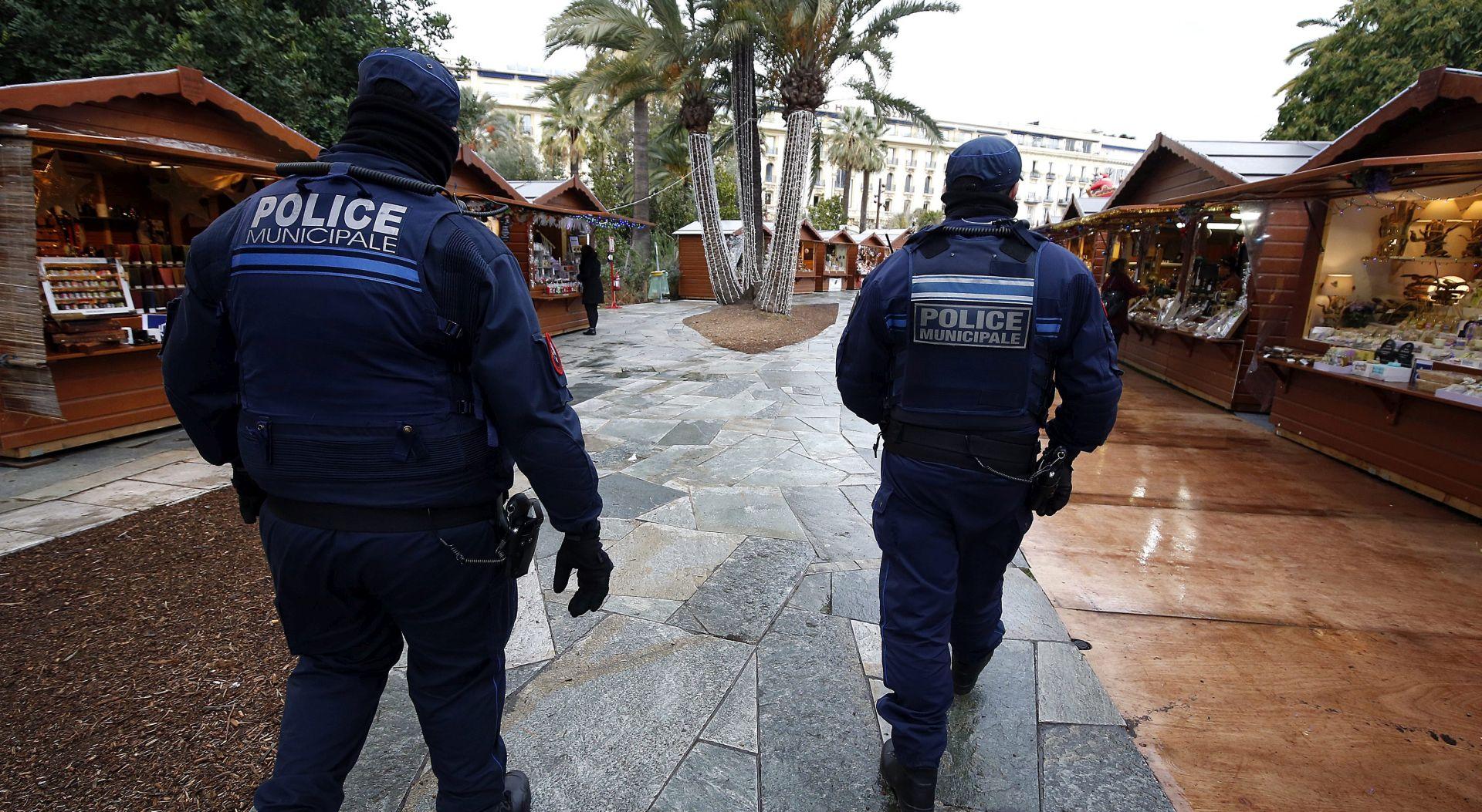 Francuska jača mjere sigurnosti na božićnim sajmovima