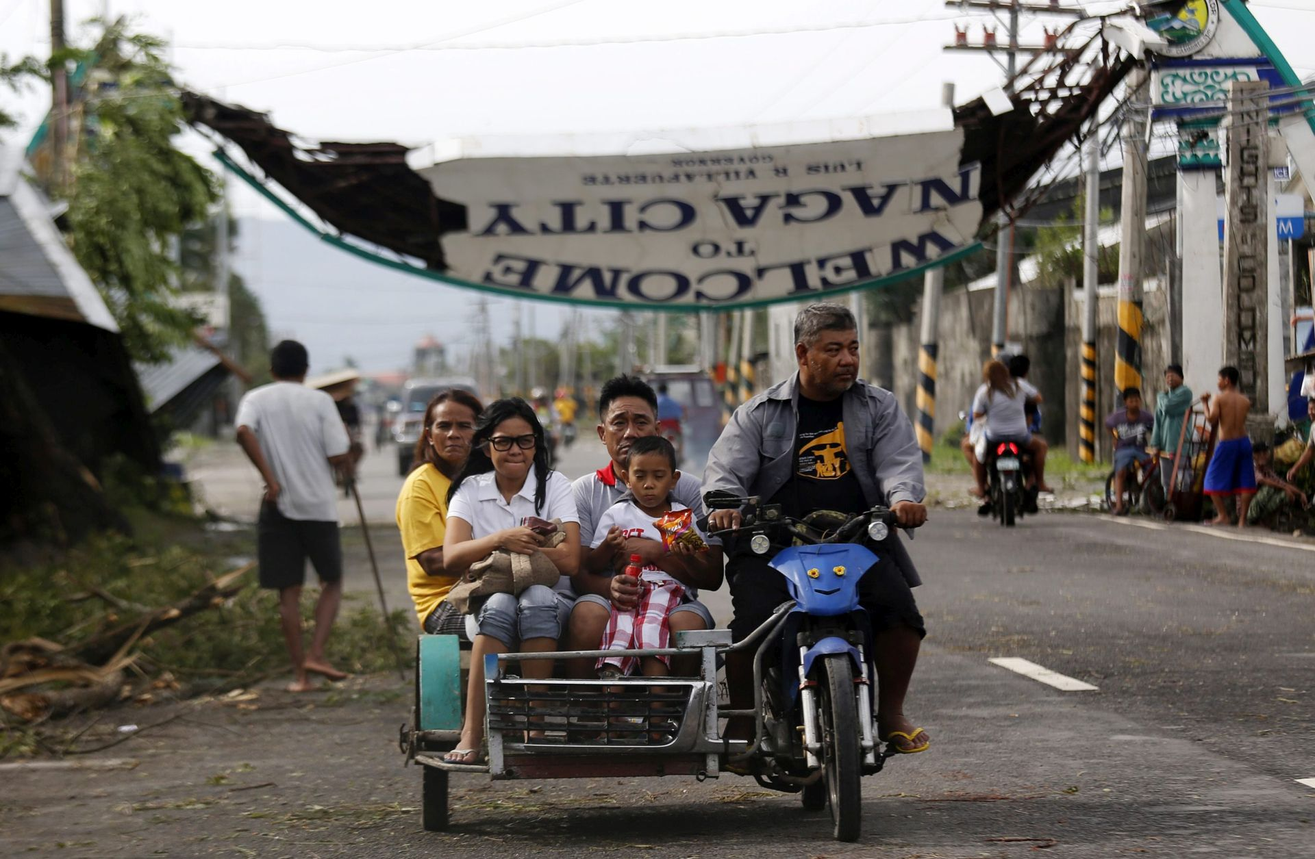 FILIPINI U božićnom tajfunu četvero poginulih