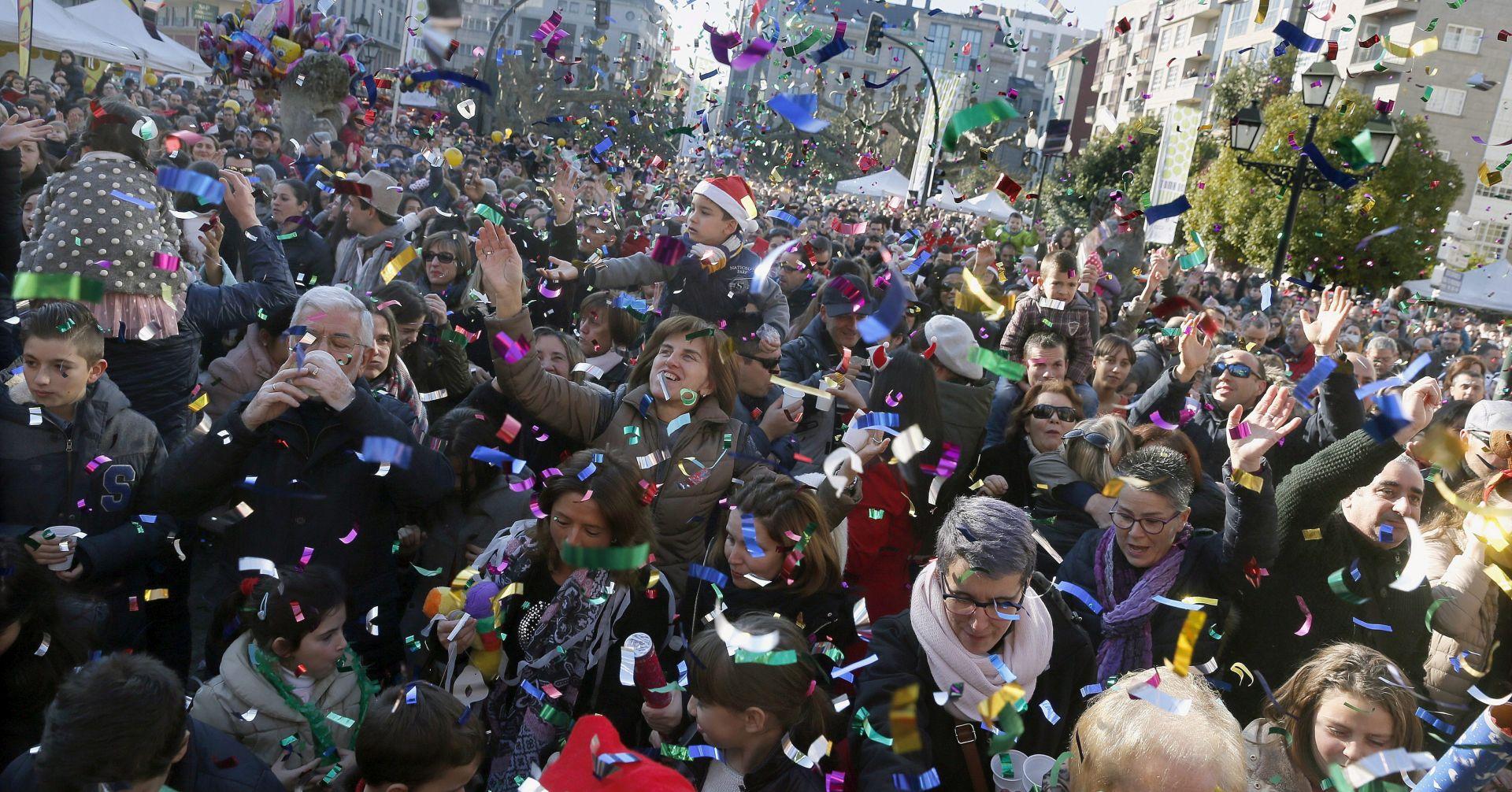STARI OBIČAJ U Španjolskoj navala na grožđe za doček Nove godine