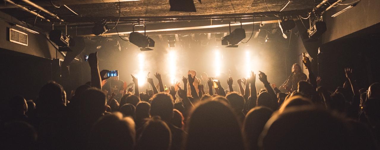 FOTO: Cinkuši, Hladno Pivo i Picksiebner održali koncert za pomoć kolegi