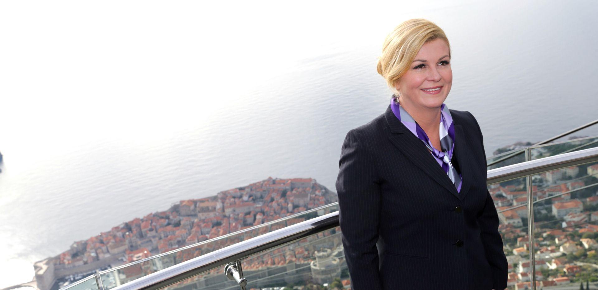 Predsjednica Grabar Kitarović dubrovačkoj djeci u vrtiću dijelila srpske čokoladice