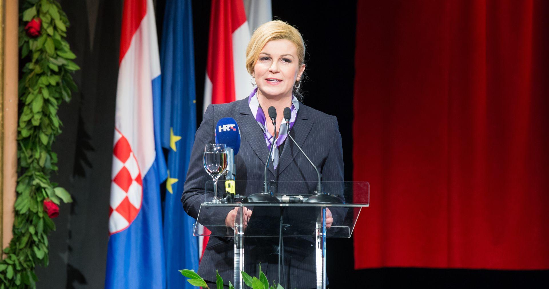 Grabar Kitarović: Međunarodna zajednica je otvorila oči tek na razaranja Vukovara i Dubrovnika