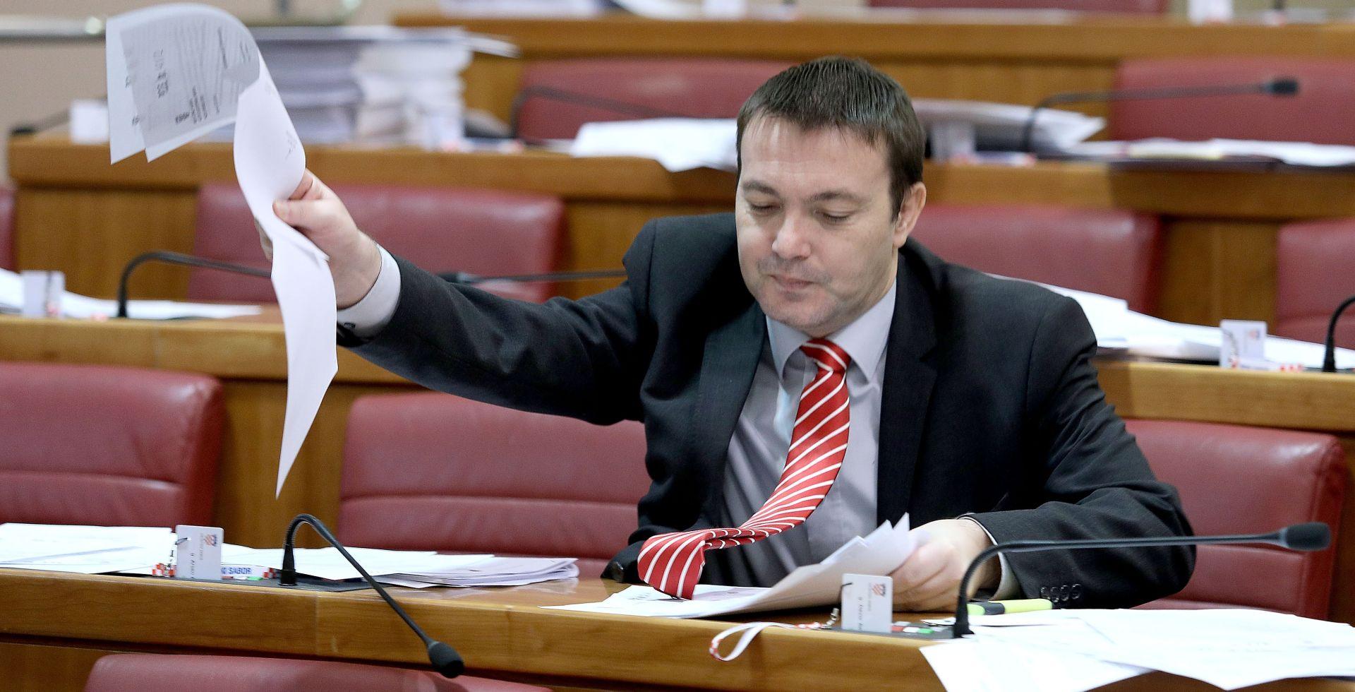 Bauk u svom uredu objesio fotografiju Tuđmana u partizanskoj uniformi