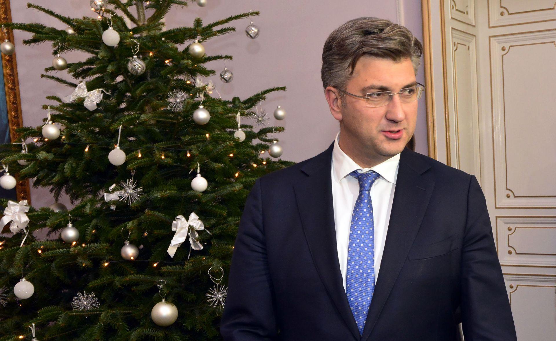 BERLIN Merkel uz vojne počasti primila Plenkovića