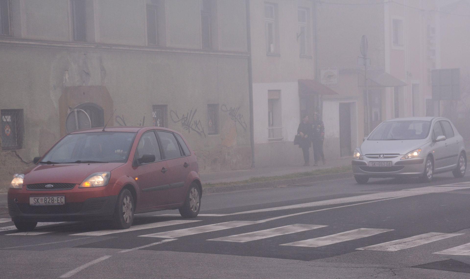 HAK Vlažni i skliski kolnici u unutrašnjosti i Istri, magla u Slavoniji