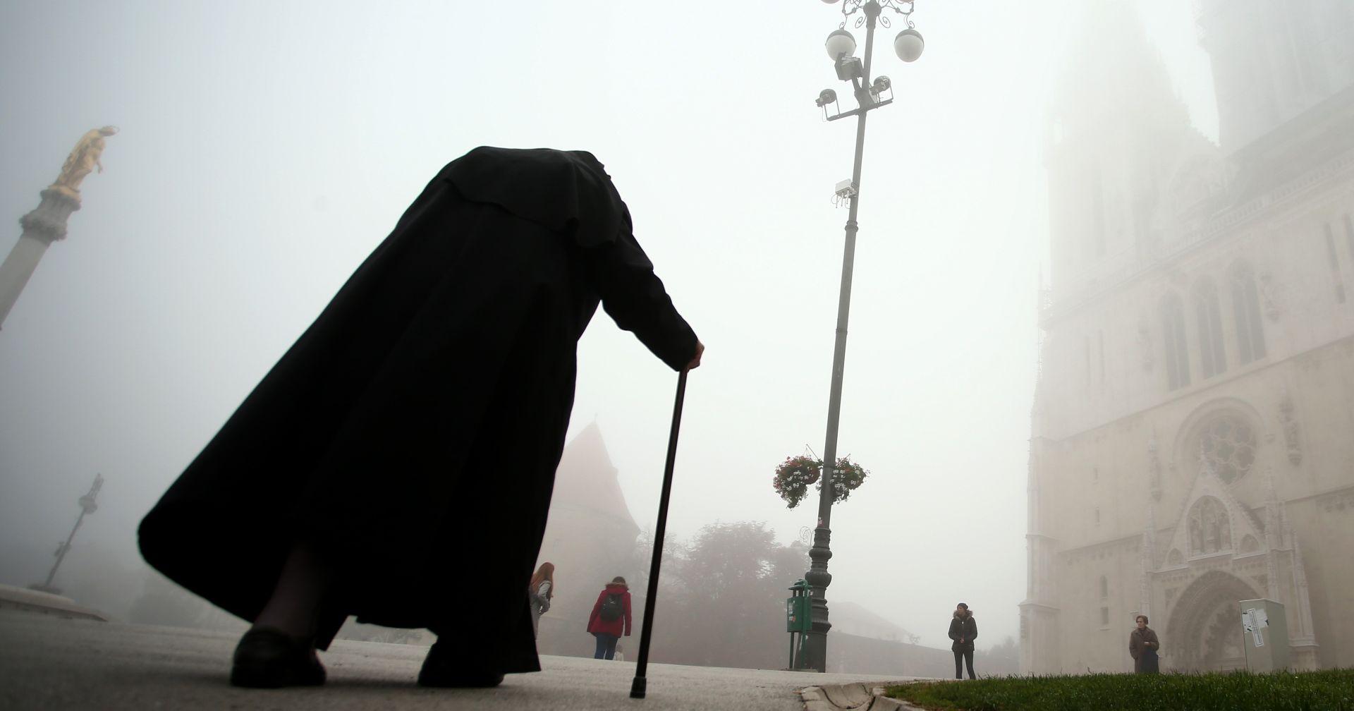UPOZORENJA ZBOG POLEDICE Sunčano na Jadranu, u unutrašnjosti magla i niski oblaci