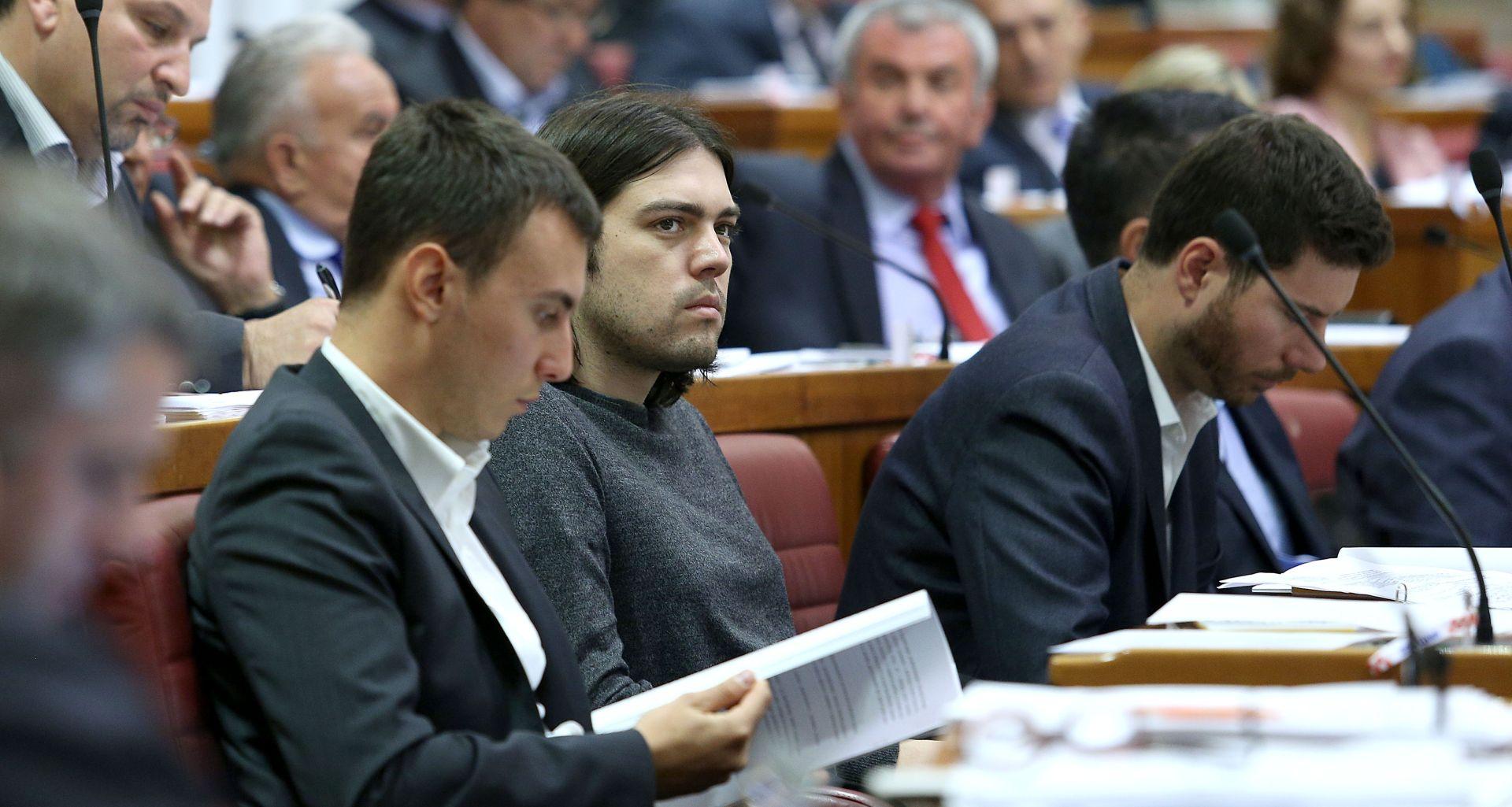 Sabor raspravljao o zakonu o vodnom gospodarstvu, Živi zid prozvao Todorića