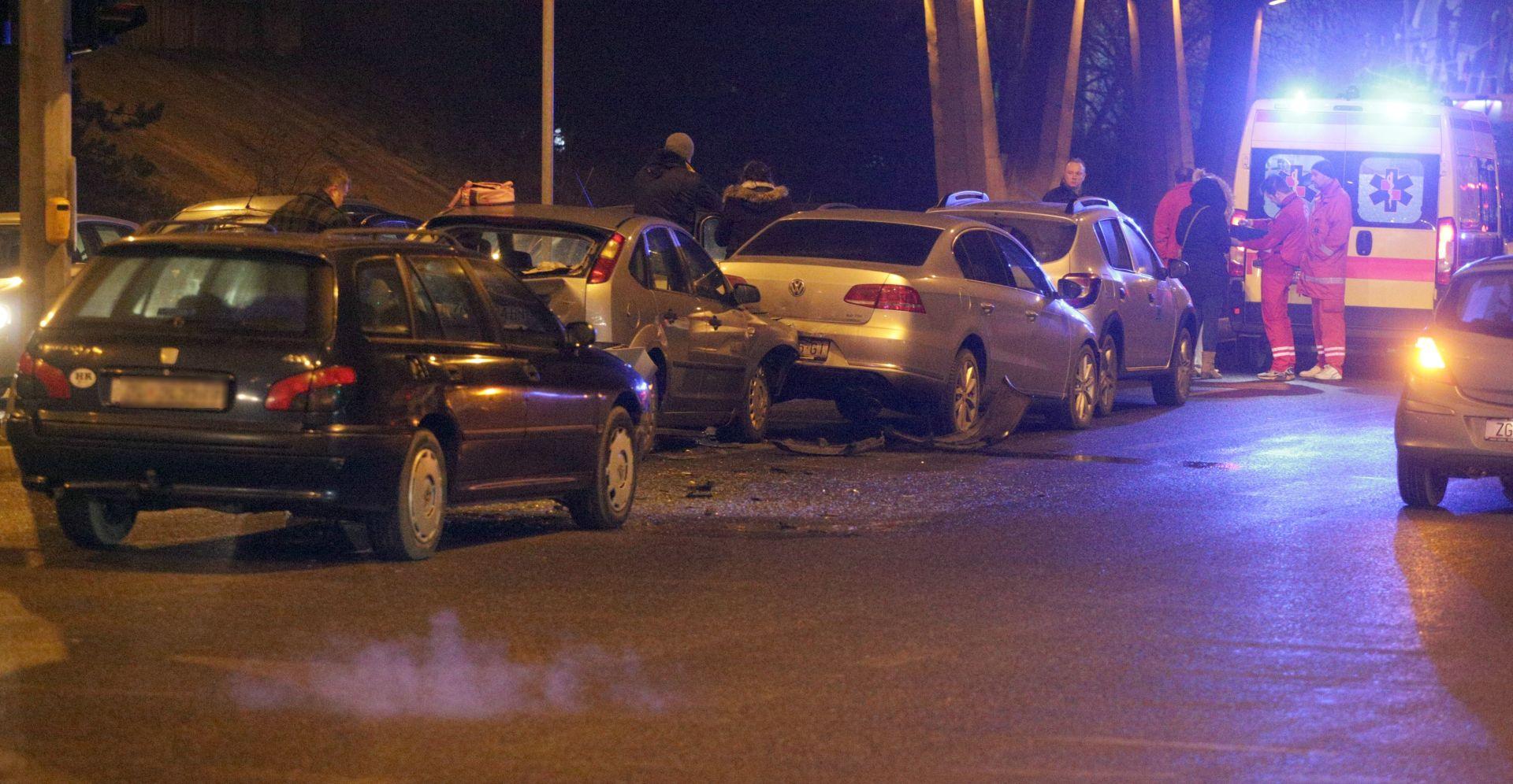 SAMO MATERIJALNA ŠTETA Lančani sudar četiri vozila u Buzinu