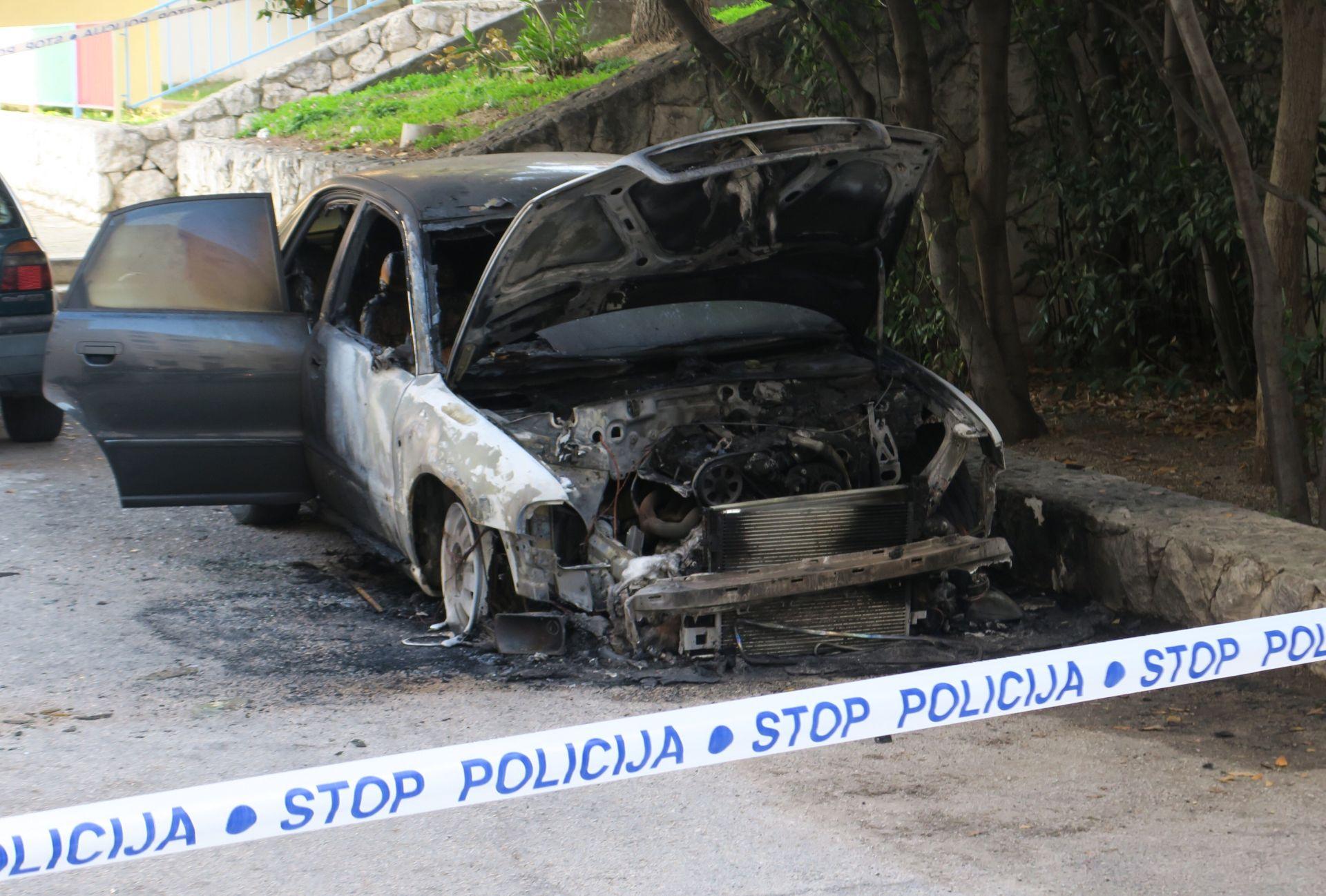 Policija sumnja da u Splitu pale automobile po narudžbi