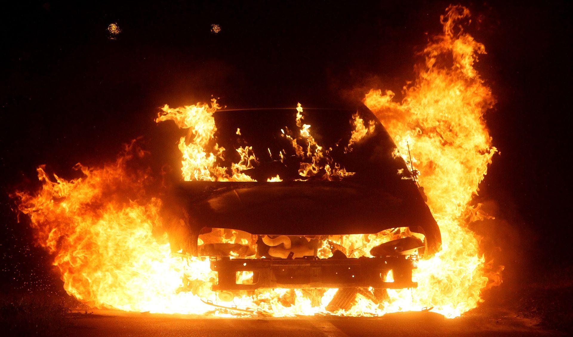U Podgorici eksplodirao automobil u vožnji