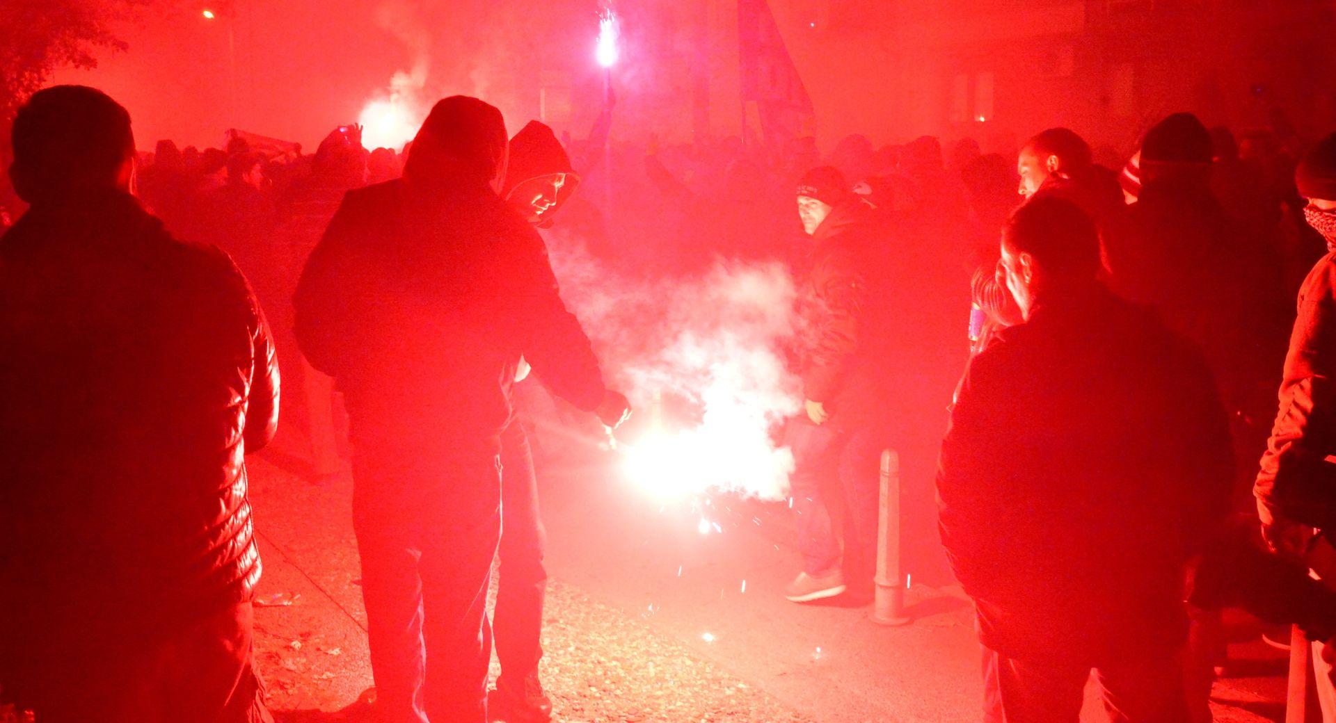 TORINO Talijanska policija vodenim topovima 'smirivala' Dinamove navijače