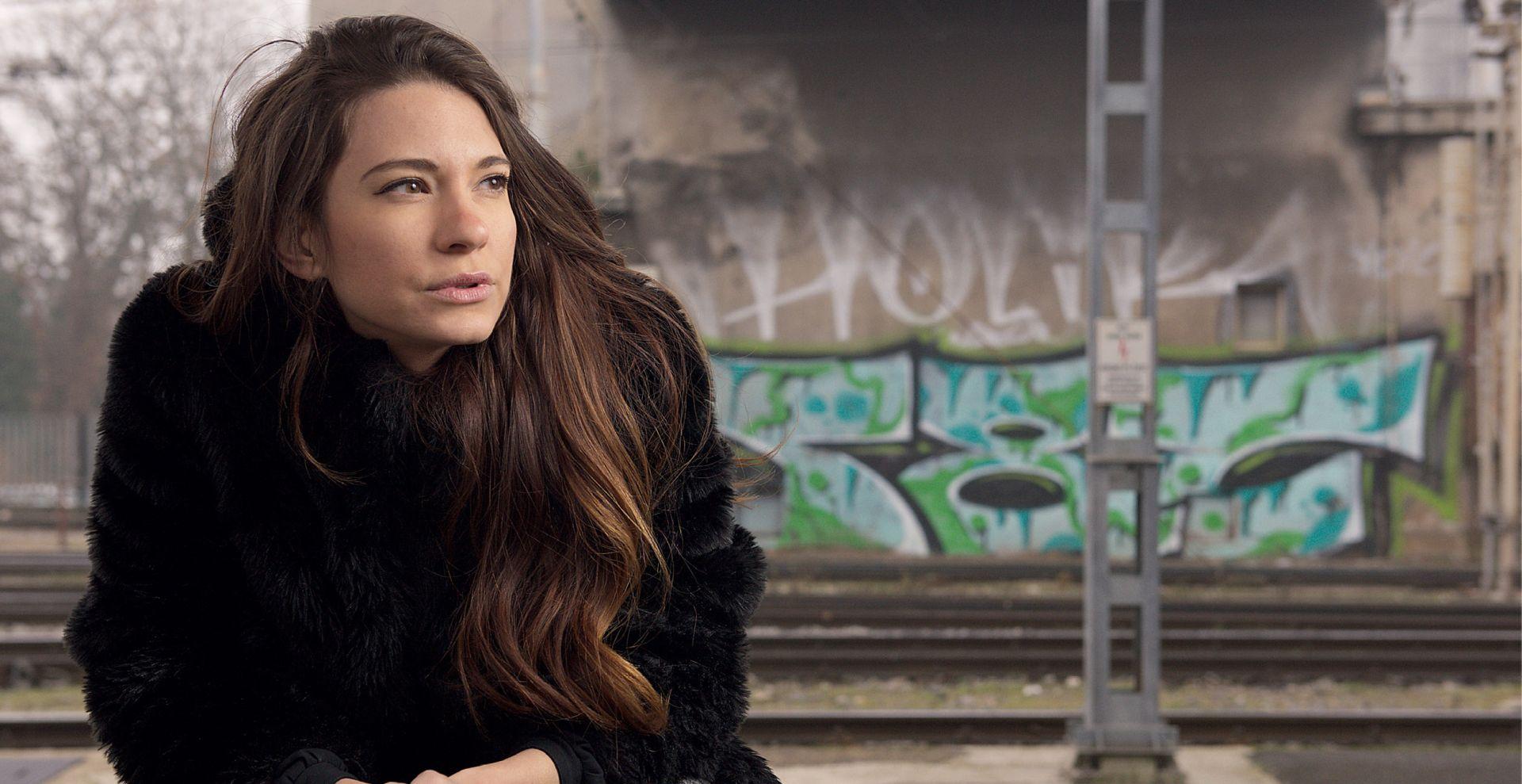 INTERVIEW: SARA RENAR 'Iritiraju me površnost, nedostatak hrabrosti i fokus na materijalno'