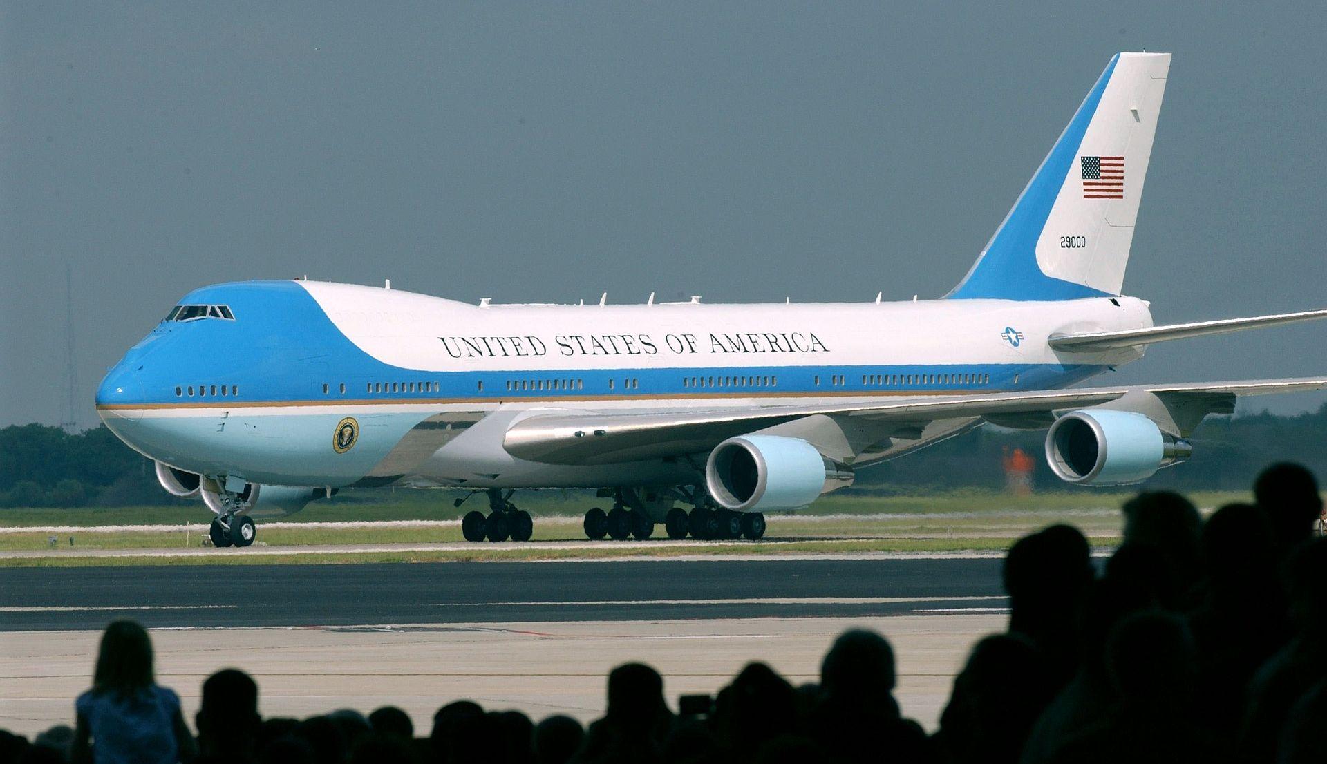 """Trump zatražio poništenje ugovora za novi Air Force One: """"Troškovi su izvan kontrole"""""""