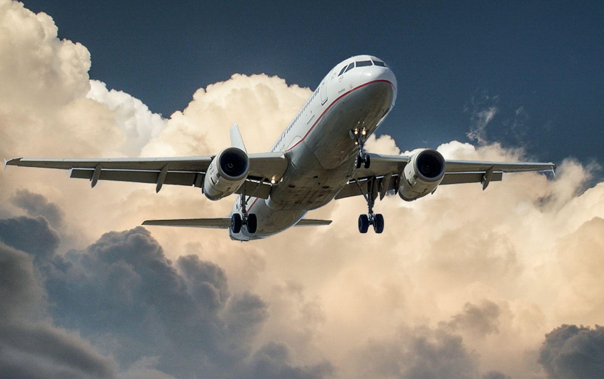 Avion na letu od New Yorka do Pariza morao sletjeti u Irsku da bi putnici mogli na WC