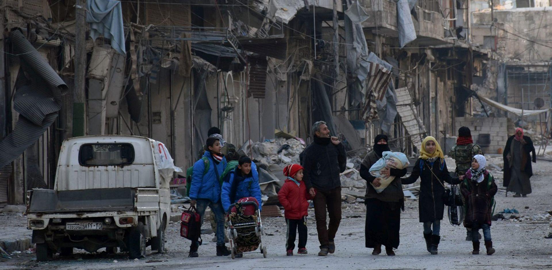 CRVENI KRIŽ: Iz Alepa evakuirano 150 civila, uglavnom bolesnika