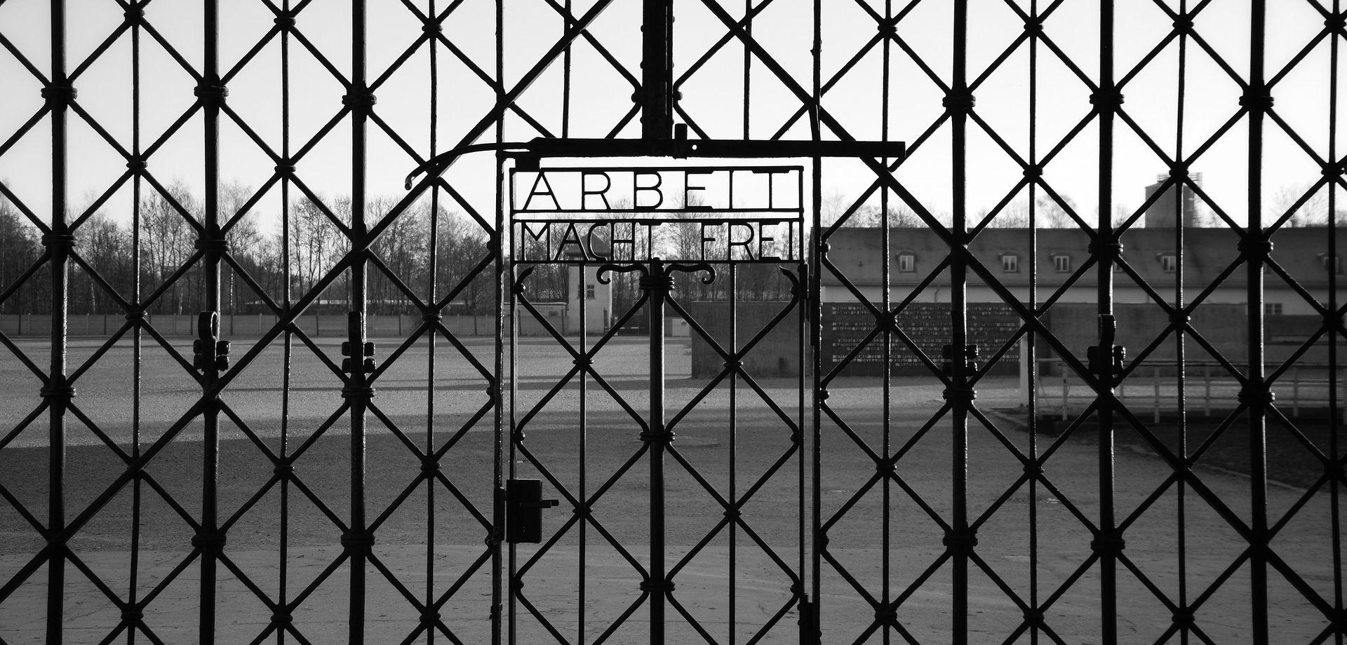 'ARBEIT MACHT FREI' Ukradena vrata iz Dachaua pronađena u Norveškoj