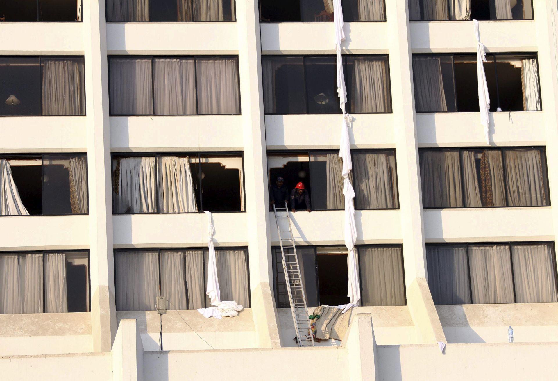 UZROK ZASAD NEPOZNAT: Izbio požar u hotelu u Pakistanu, 11 osoba smrtno stradalo