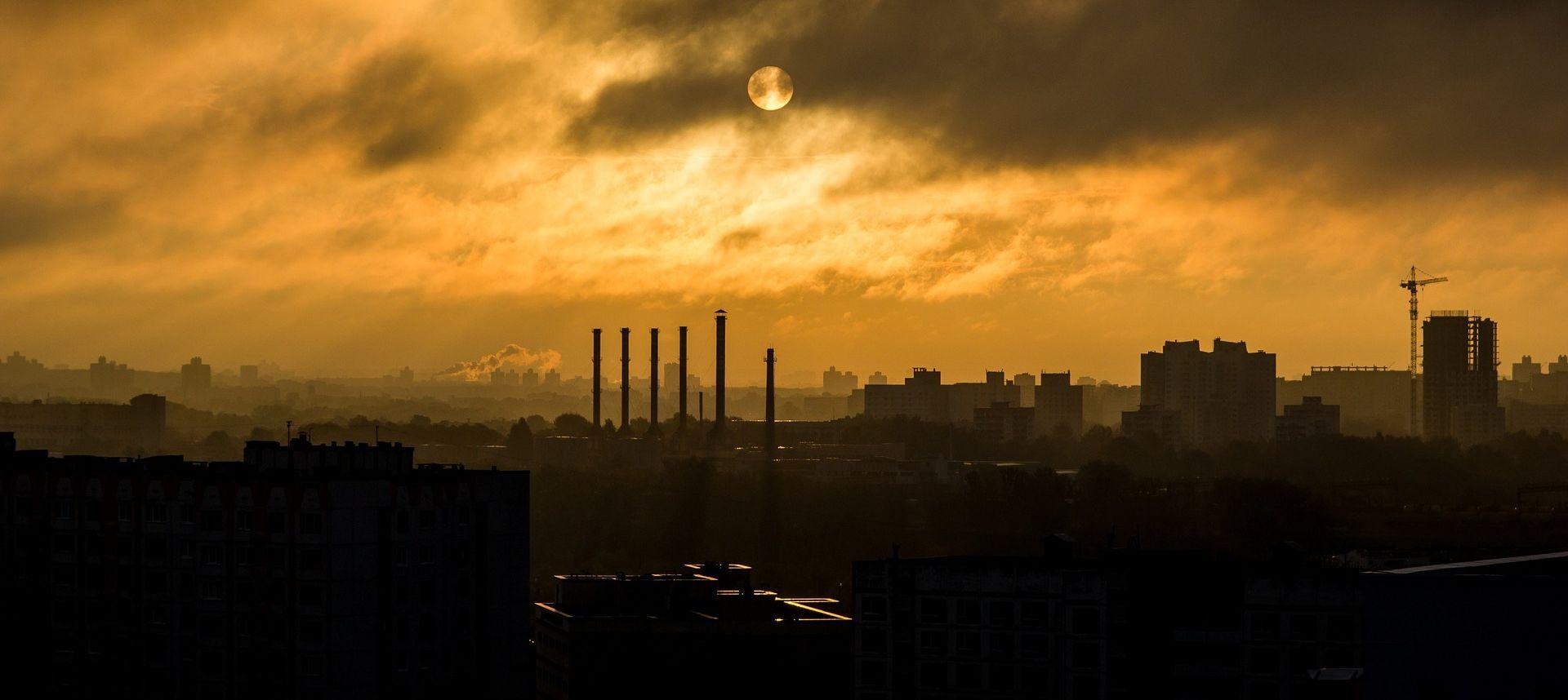 Peking naredio zatvaranje 1200 tvornica zbog zagađenja zraka