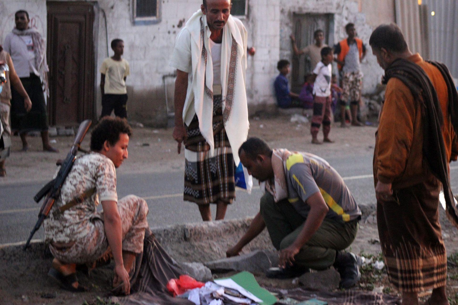 SAMOUBILAČKI NAPAD: U Jemenu ubijeno najmanje 30 vojnika
