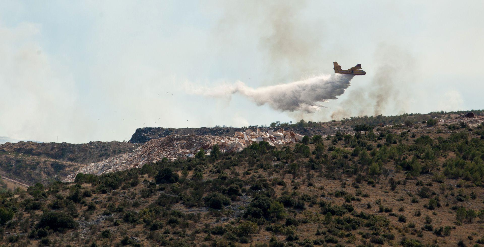 POŽAR KOD MUĆA: Izgorjelo 10 hektara borove šume