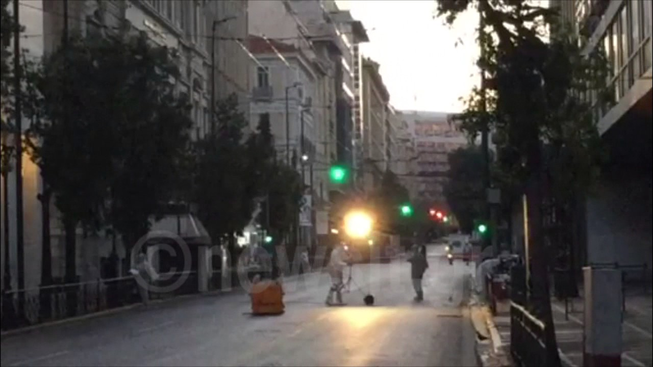 VIDEO: Spriječena eksplozija u centru Atene, bomba postavljena na ulaz u Ministarstvo rada