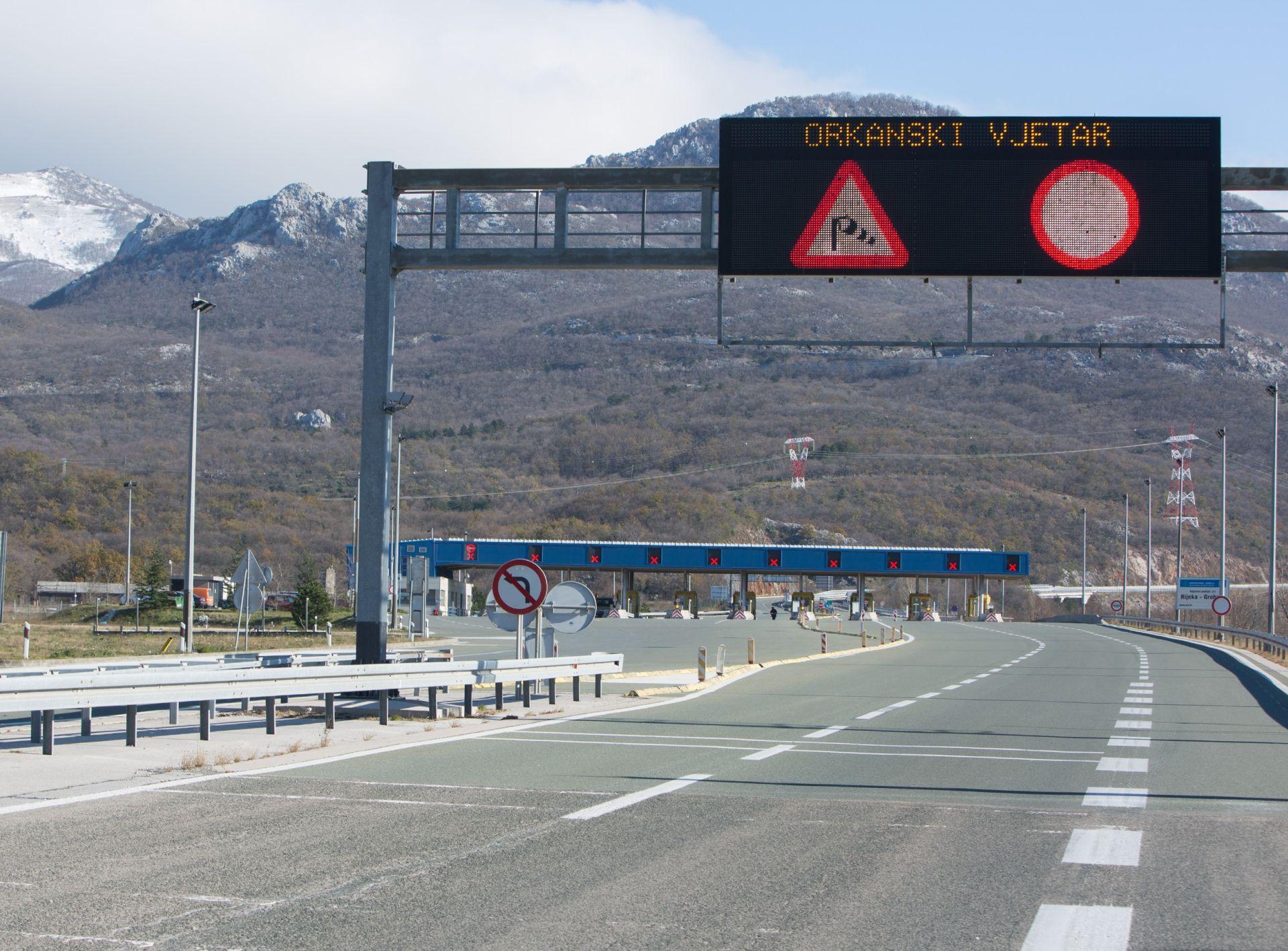 HAK: Jak vjetar između Kikovice i Tuhobića na A6, prekinut promet na Podravskoj magistrali