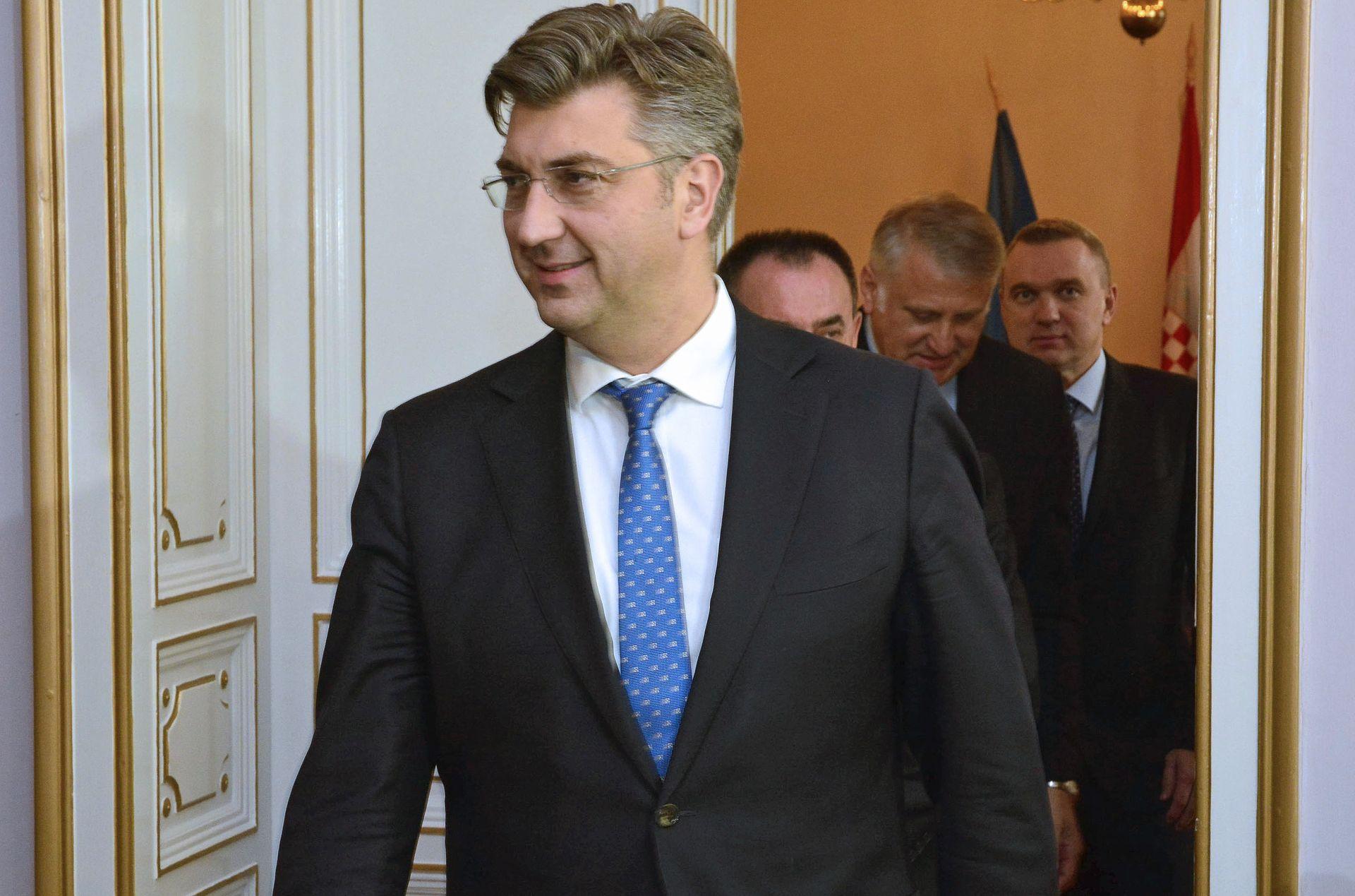 Premijer Plenković predao pomoć Caritasu Križevačke eparhije