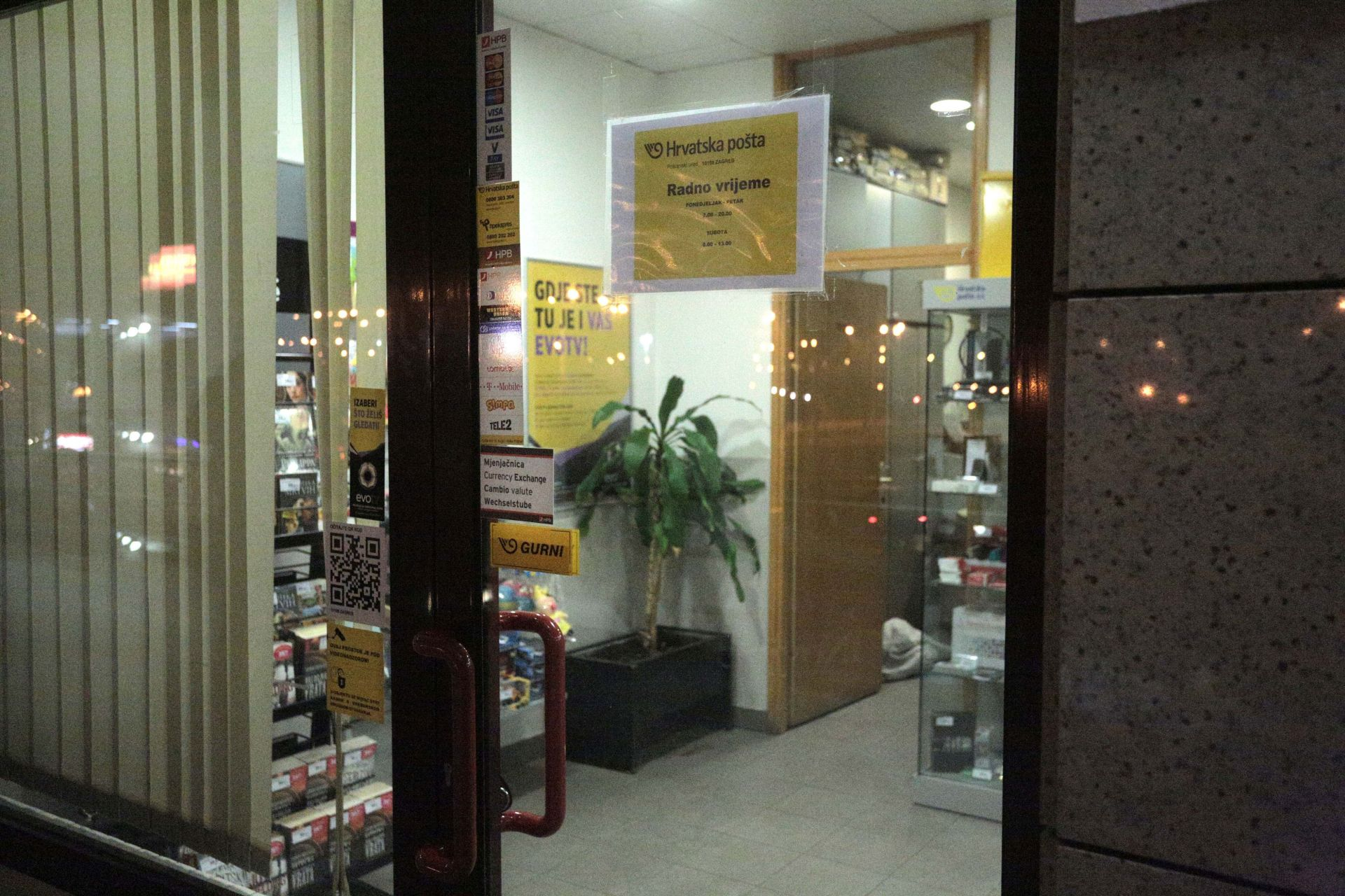 NOVA PLJAČKA: Prijeteći vatrenim oružjem orobio poštu u Velikoj Gorici