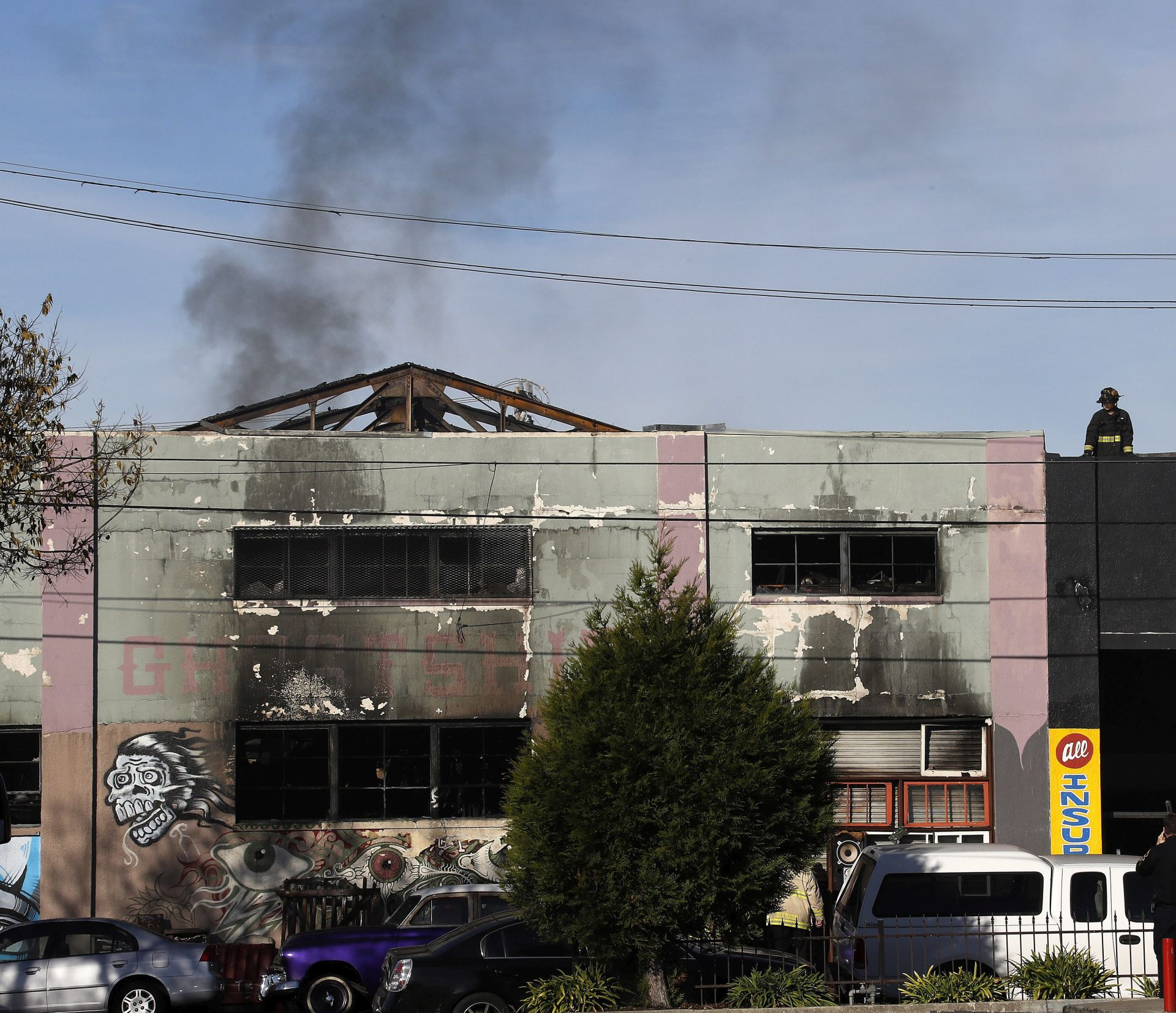 POŽAR U NOĆNOM KLUBU: Broj žrtava u Oaklandu narastao na 33