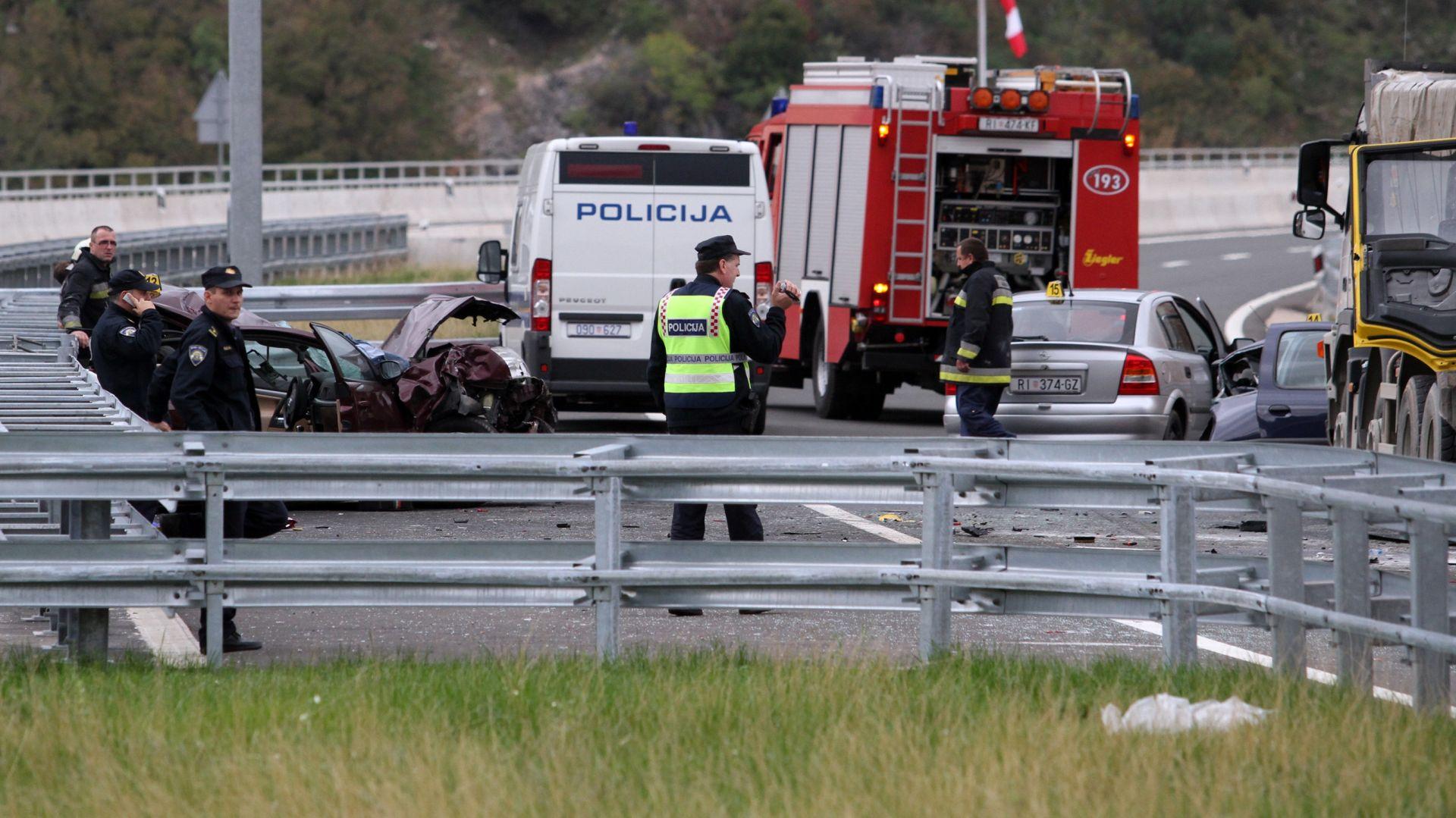 KAOS NA CESTAMA: Na A3 Bregana-Lipovac lančani sudar 10 vozila, kod Janjča poginula jedna osoba