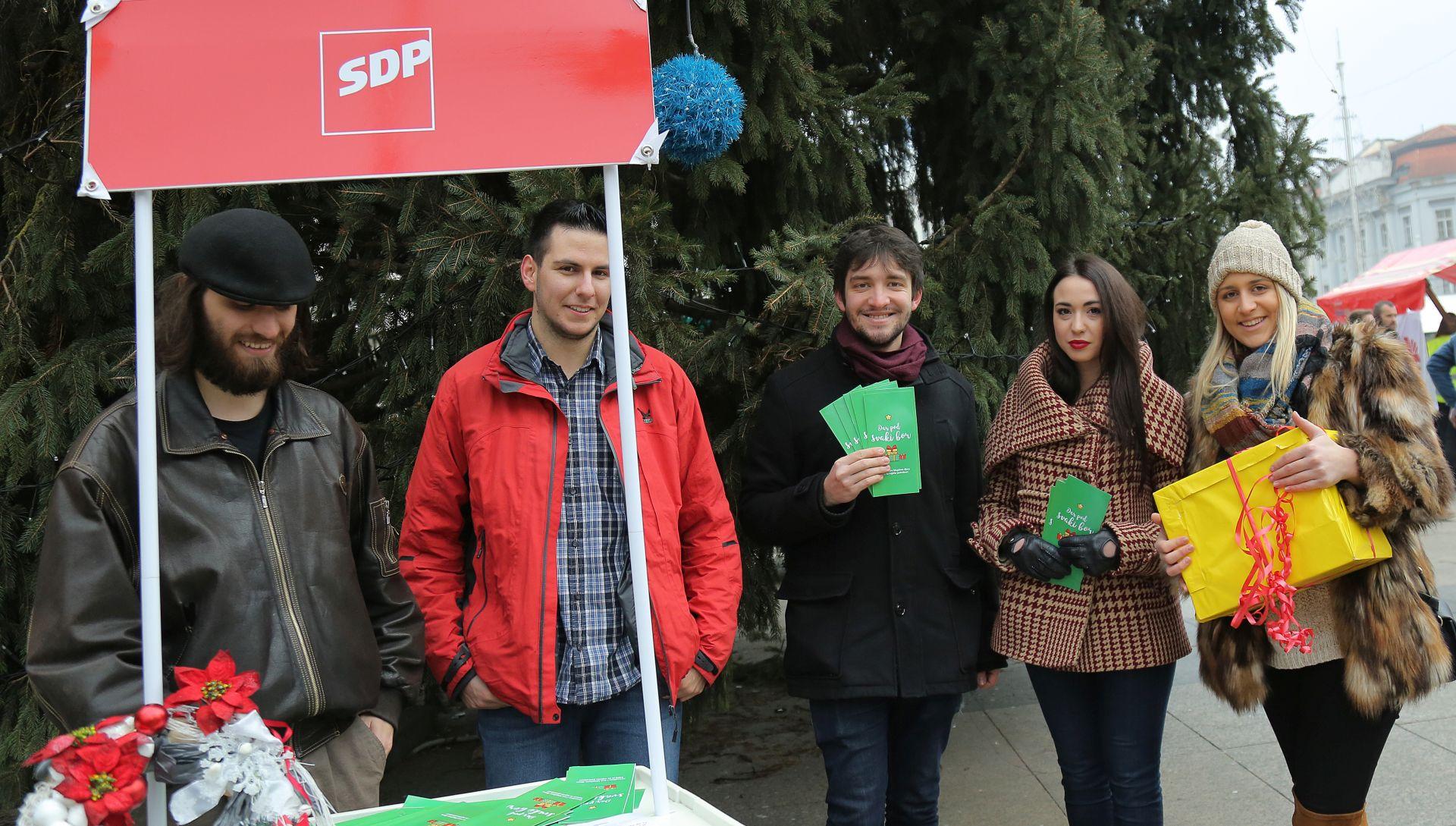 "HUMANITARNA AKCIJA: Forum Mladih SDP-a Zagreba provodi ""Dar pod svaki bor"""