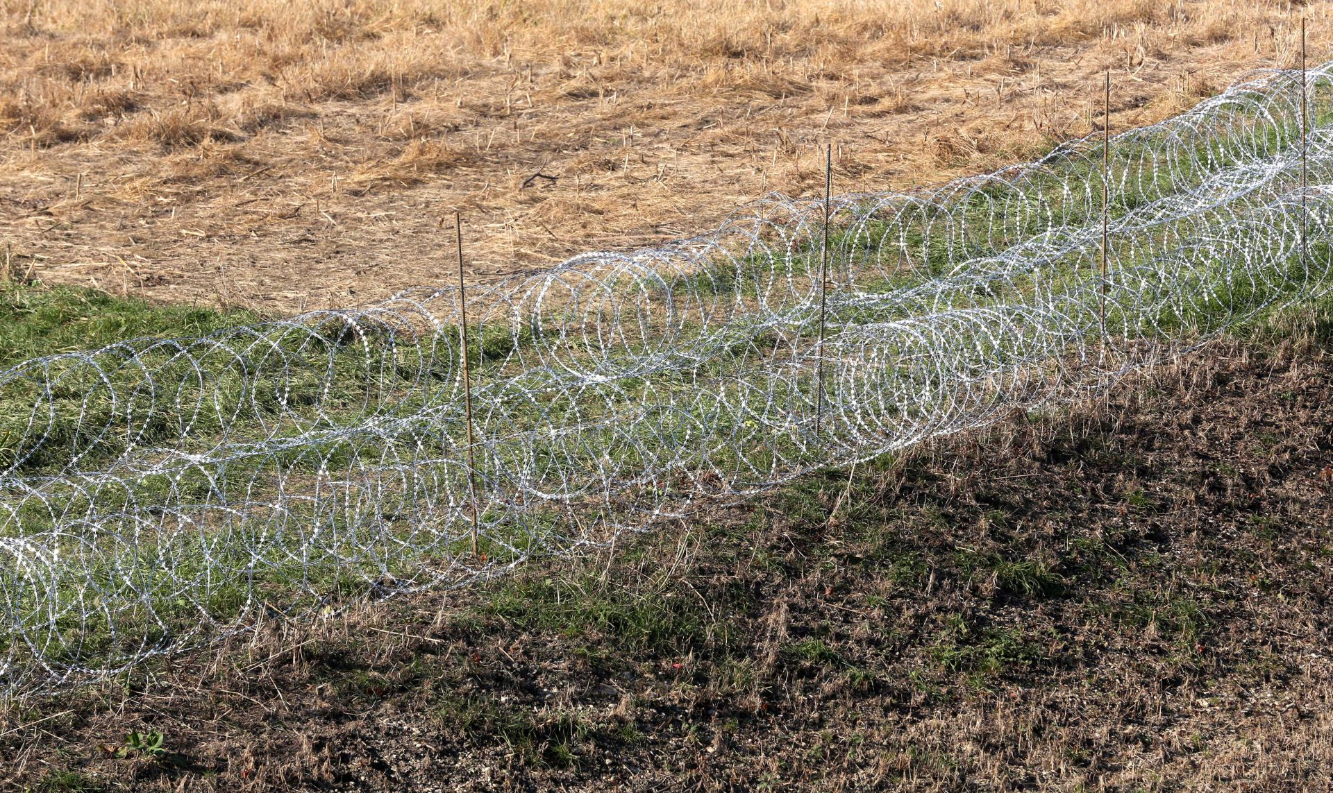 Slovenski ministar Erjavec brani zatvaranje granice za migrante