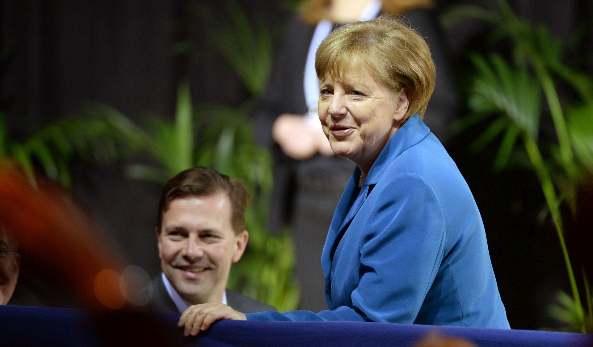Merkel dogovara susret s Trumpom na proljeće
