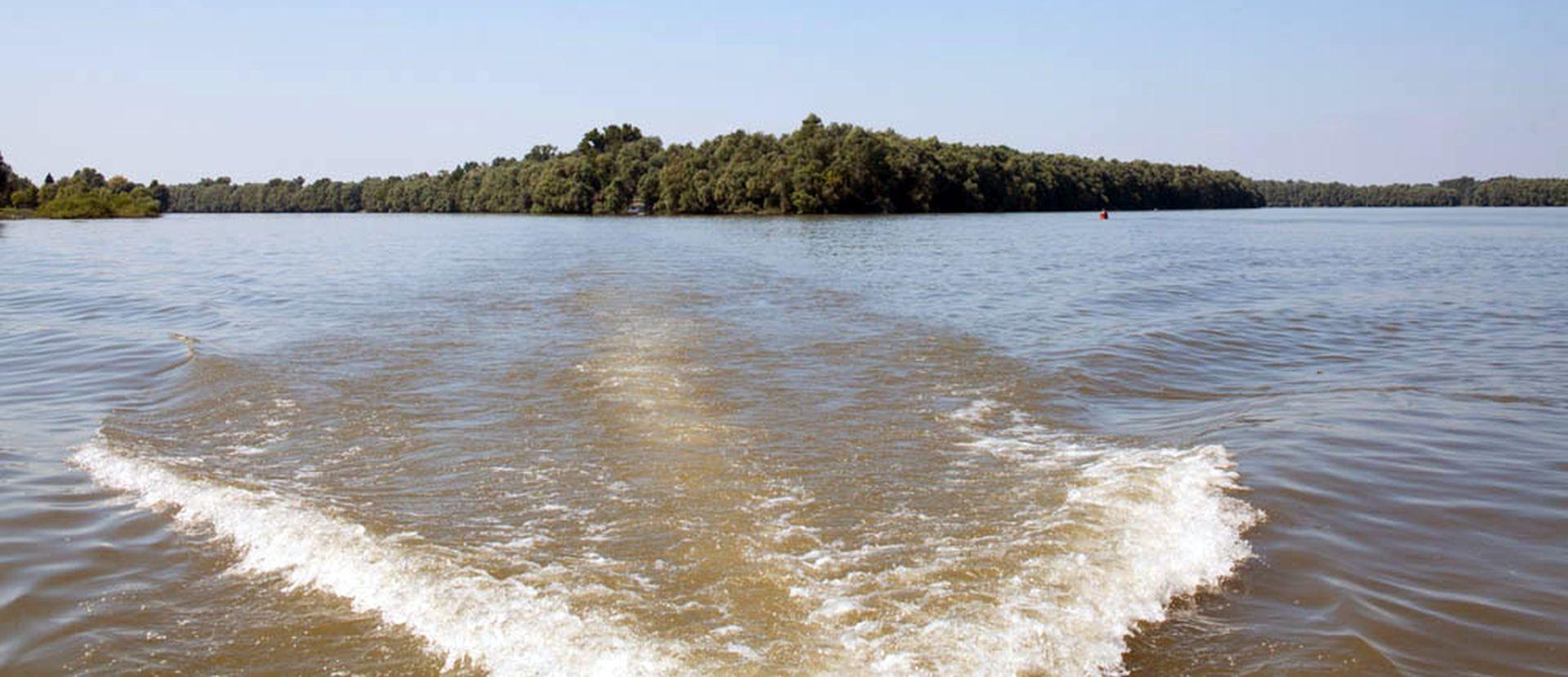 Zbog niskog vodostaja i leda obustavljena plovidba Dunavom
