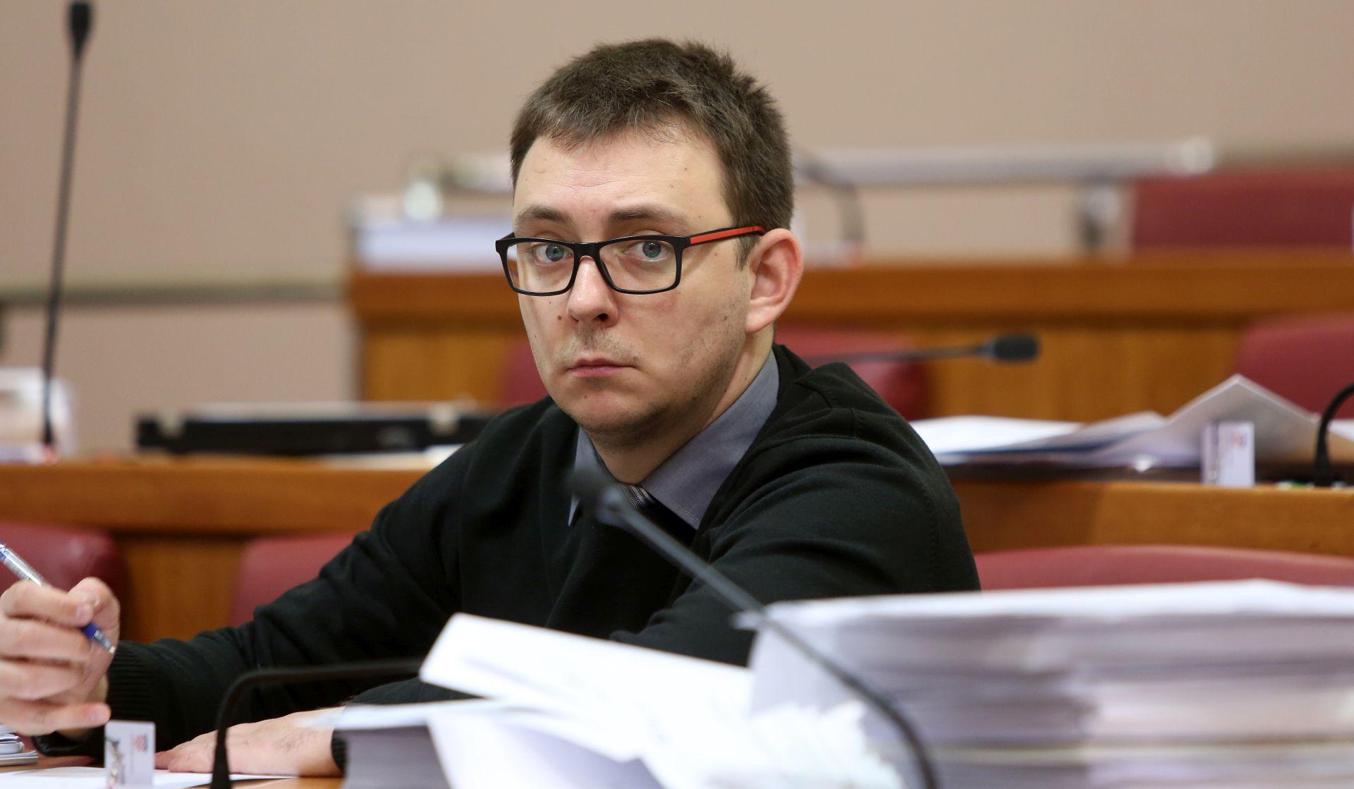 Glavašević u Saboru opet prozvao Ministarstvo obrazovanja